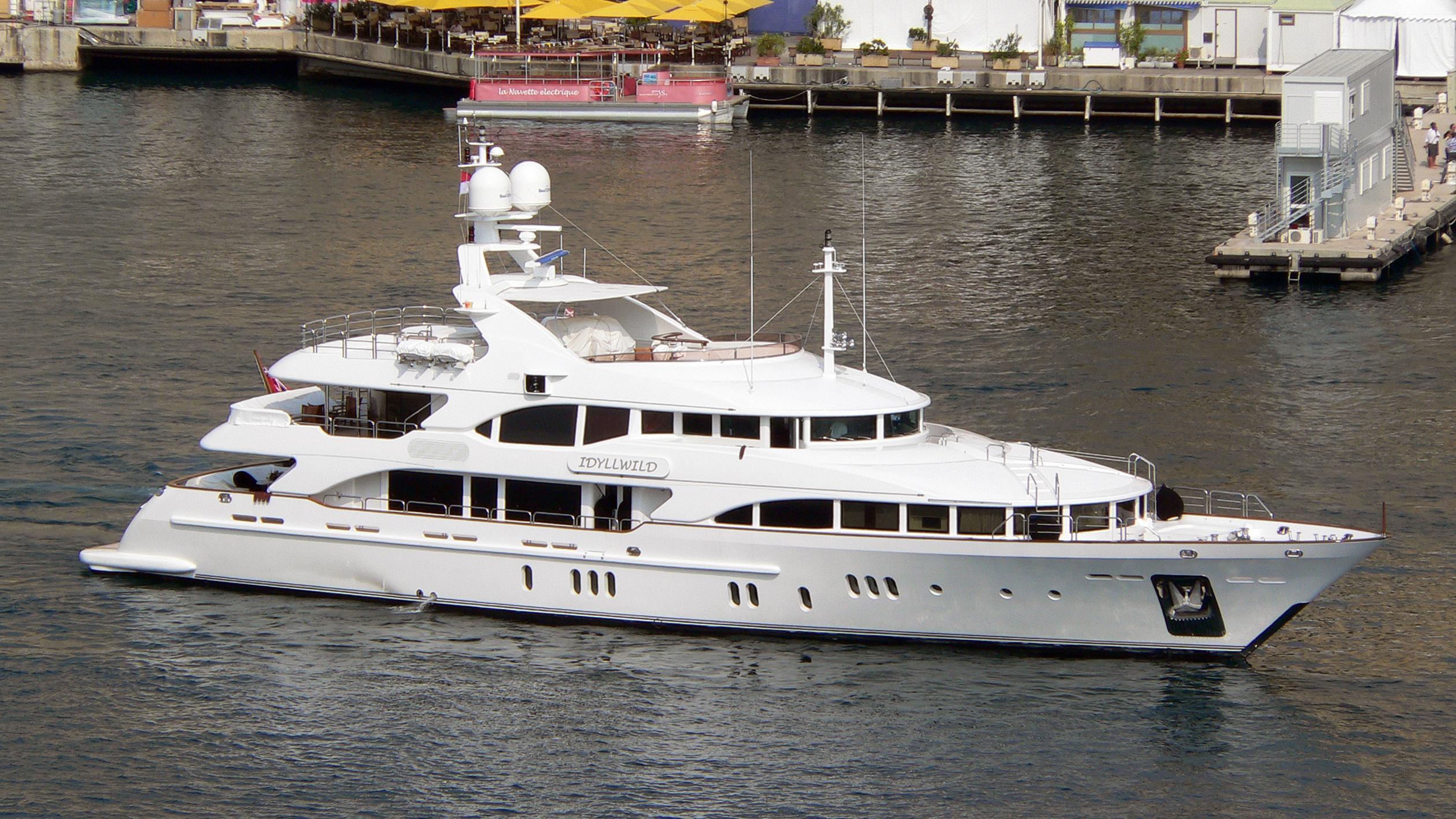 idyllwild-motor-yacht-benetti-vision-2005-44m-running-profile