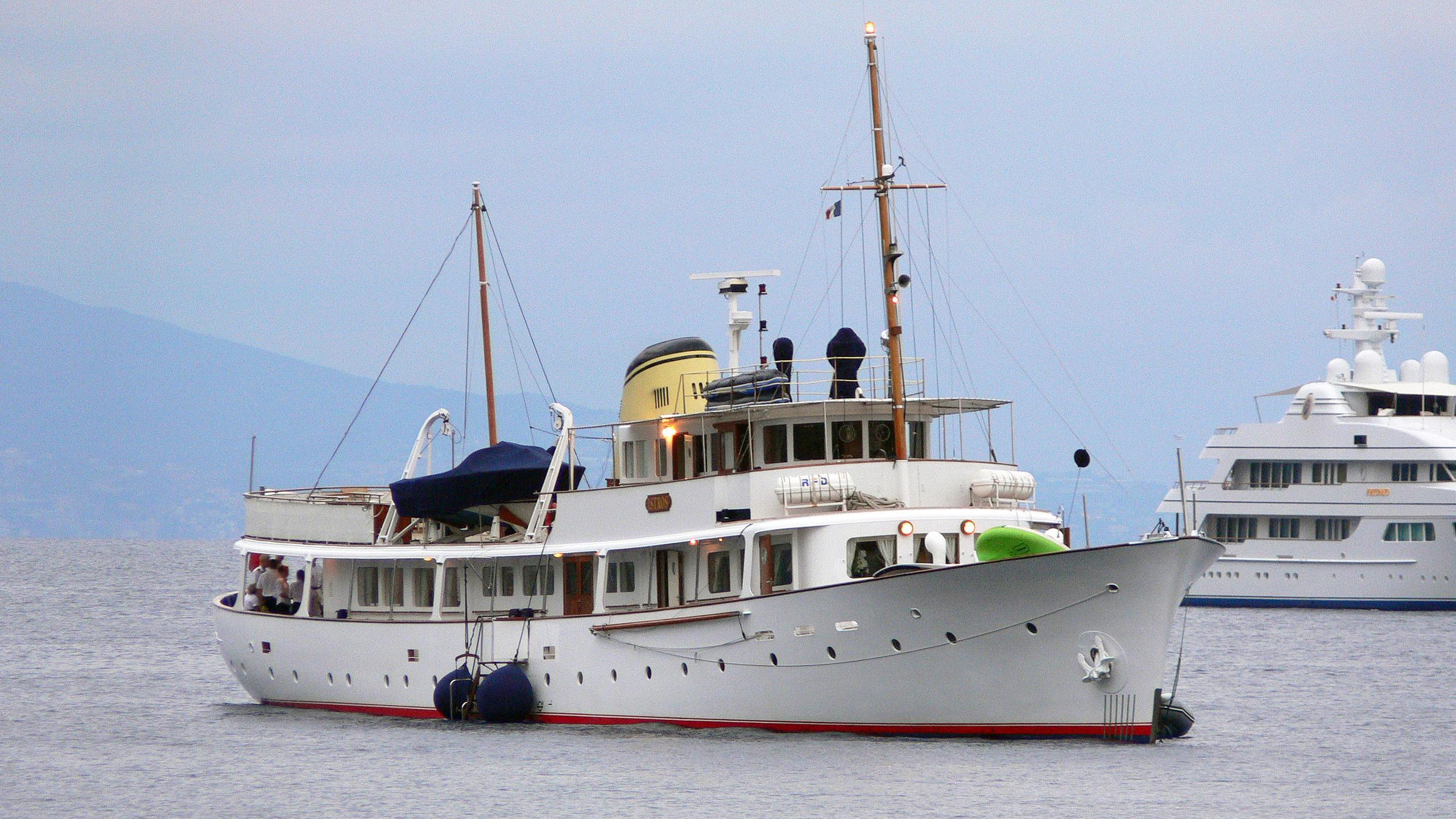 istros-motor-yacht-de-vries-lentsch-1954-42m-bow
