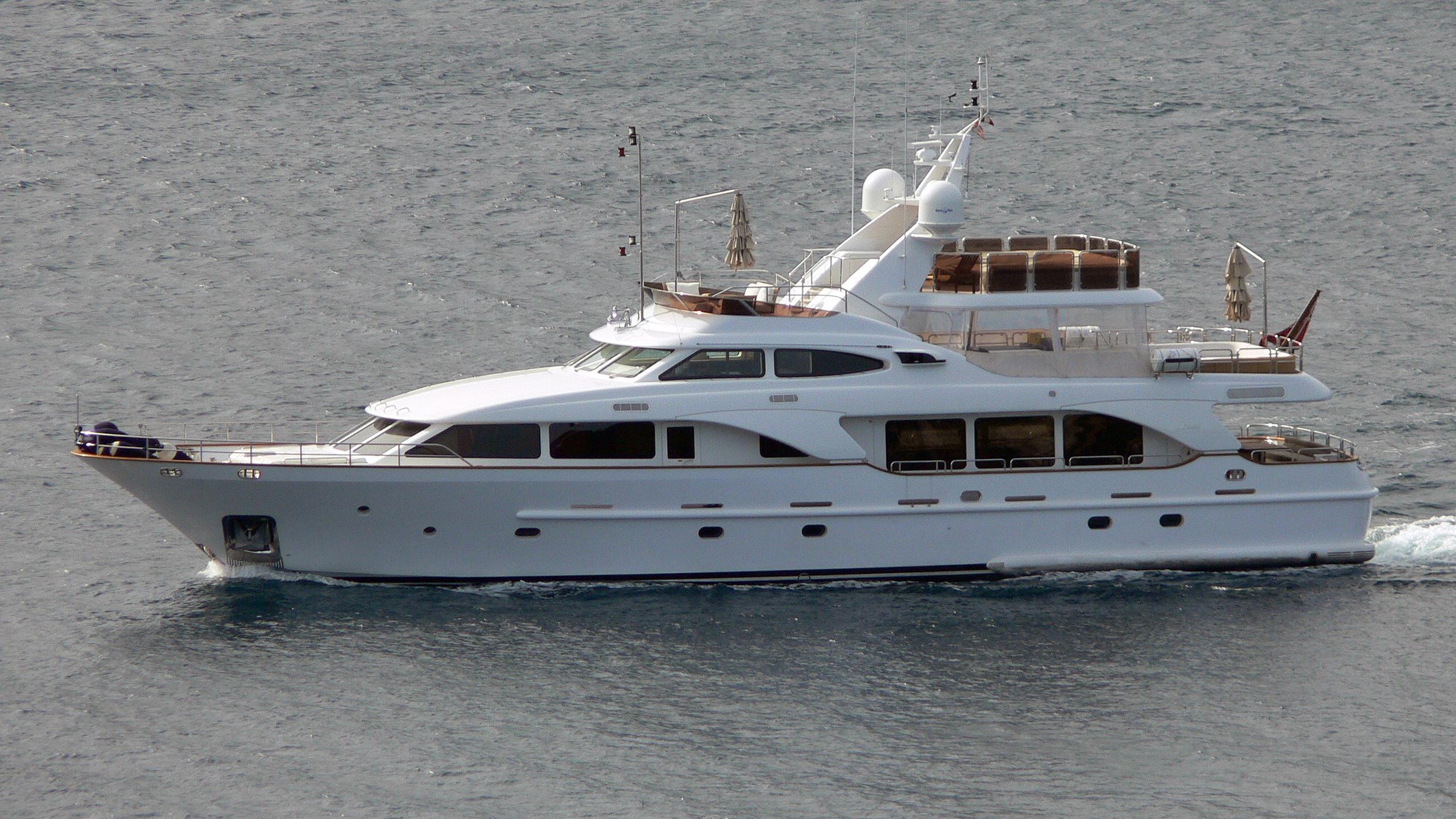 jazz-motor-yacht-benetti-tradition-2007-30m-aerial-profile