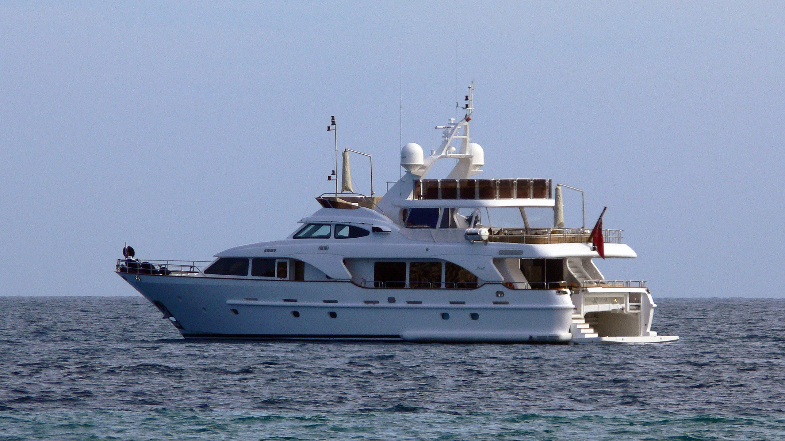 jazz-motor-yacht-benetti-tradition-2007-30m-half-profile