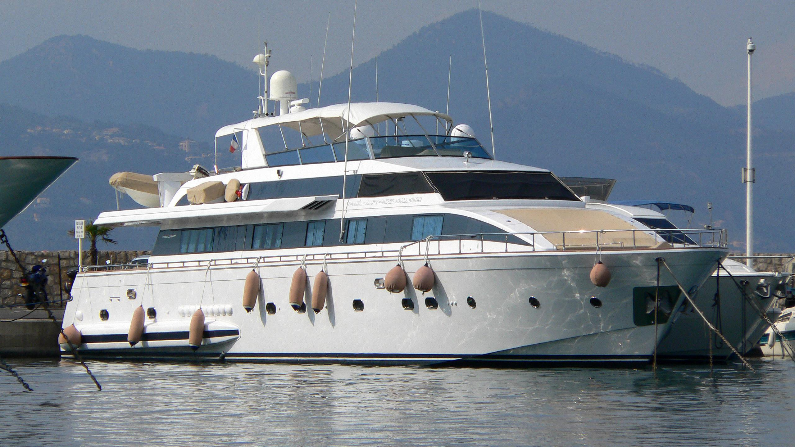 miss-candy-motor-yacht-versilcraft-1996-30m-moored-half-profile