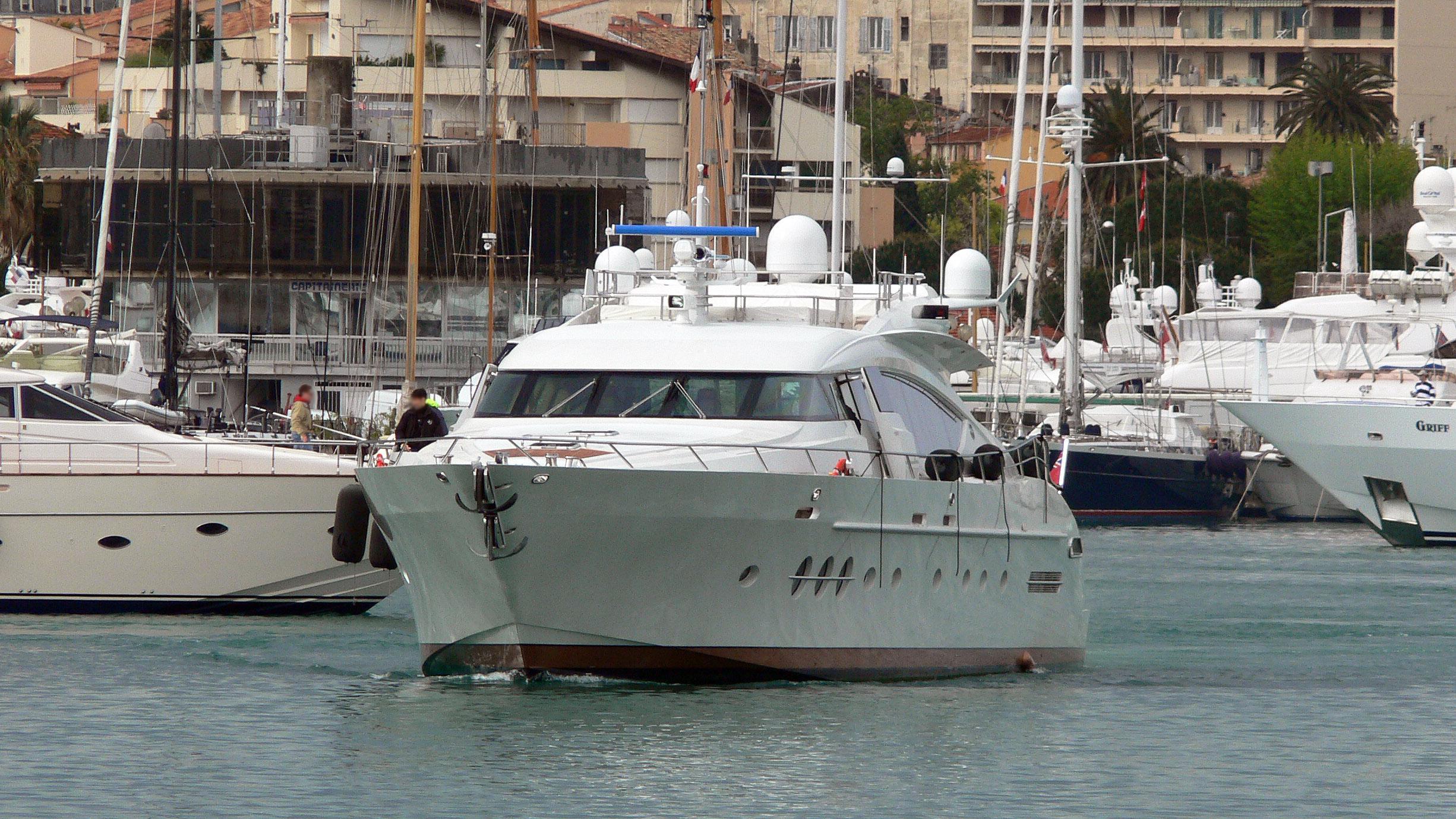 escape-ii-motor-yacht-palmer-johnson-120-2005-37m-bow