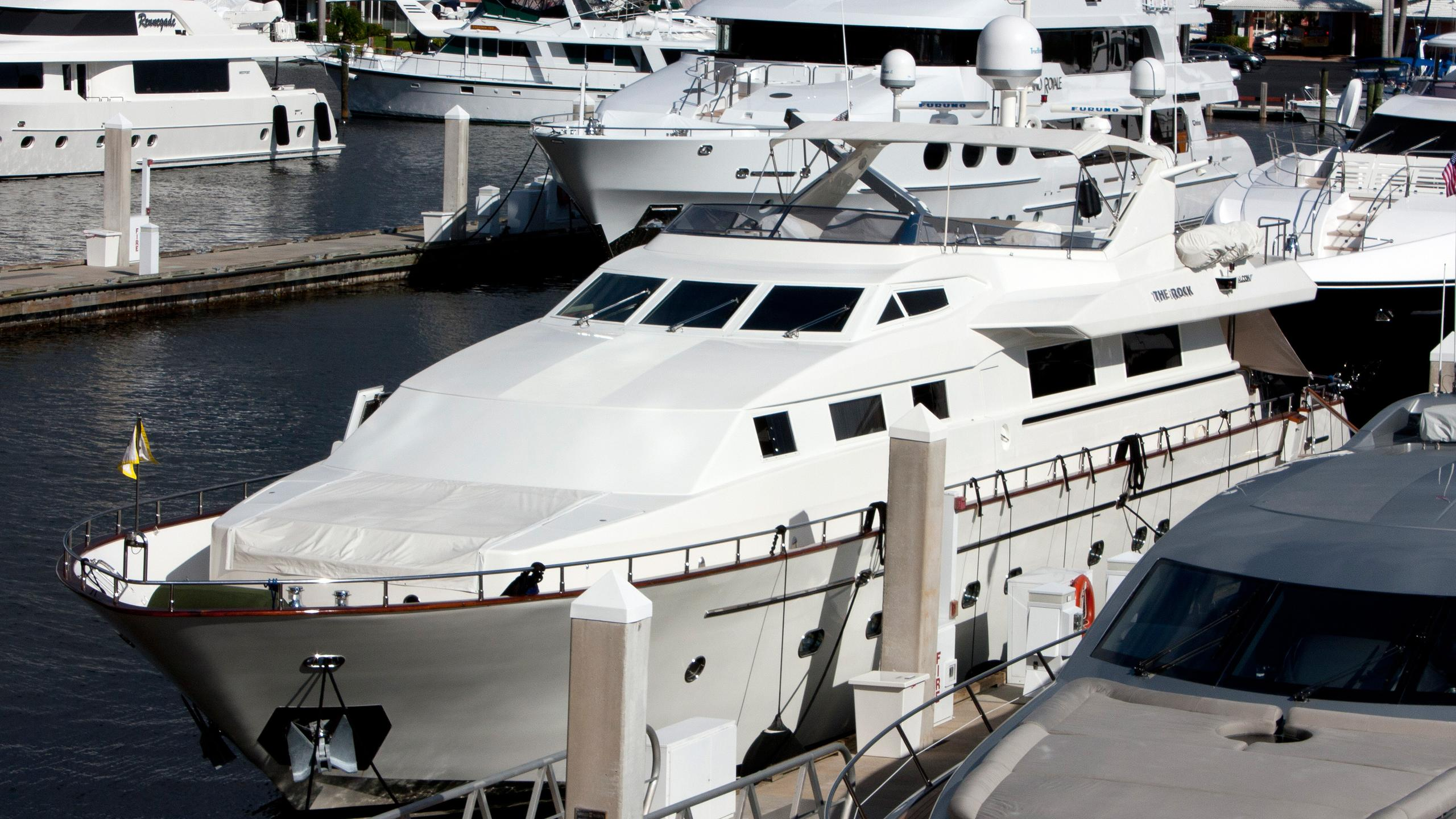 the-rock-motor-yacht-falcon-100-2000-31m-moored-bow