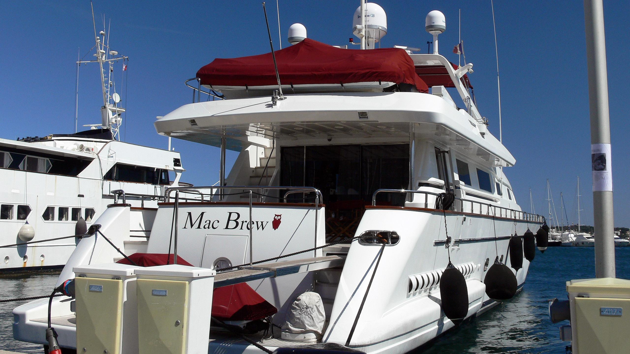the-rock-motor-yacht-falcon-100-2000-31m-moored-stern