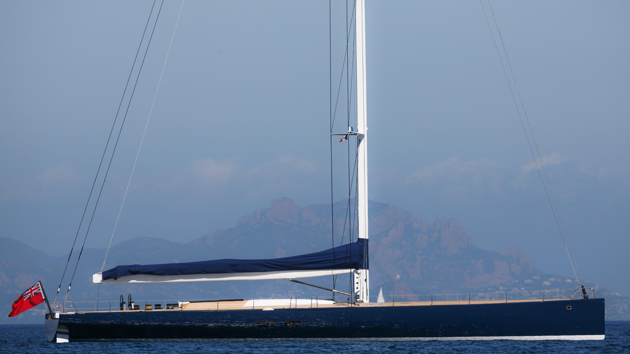 Magic-Carpet-iii-sailing-yacht-wally-21013-30m-moored-profile