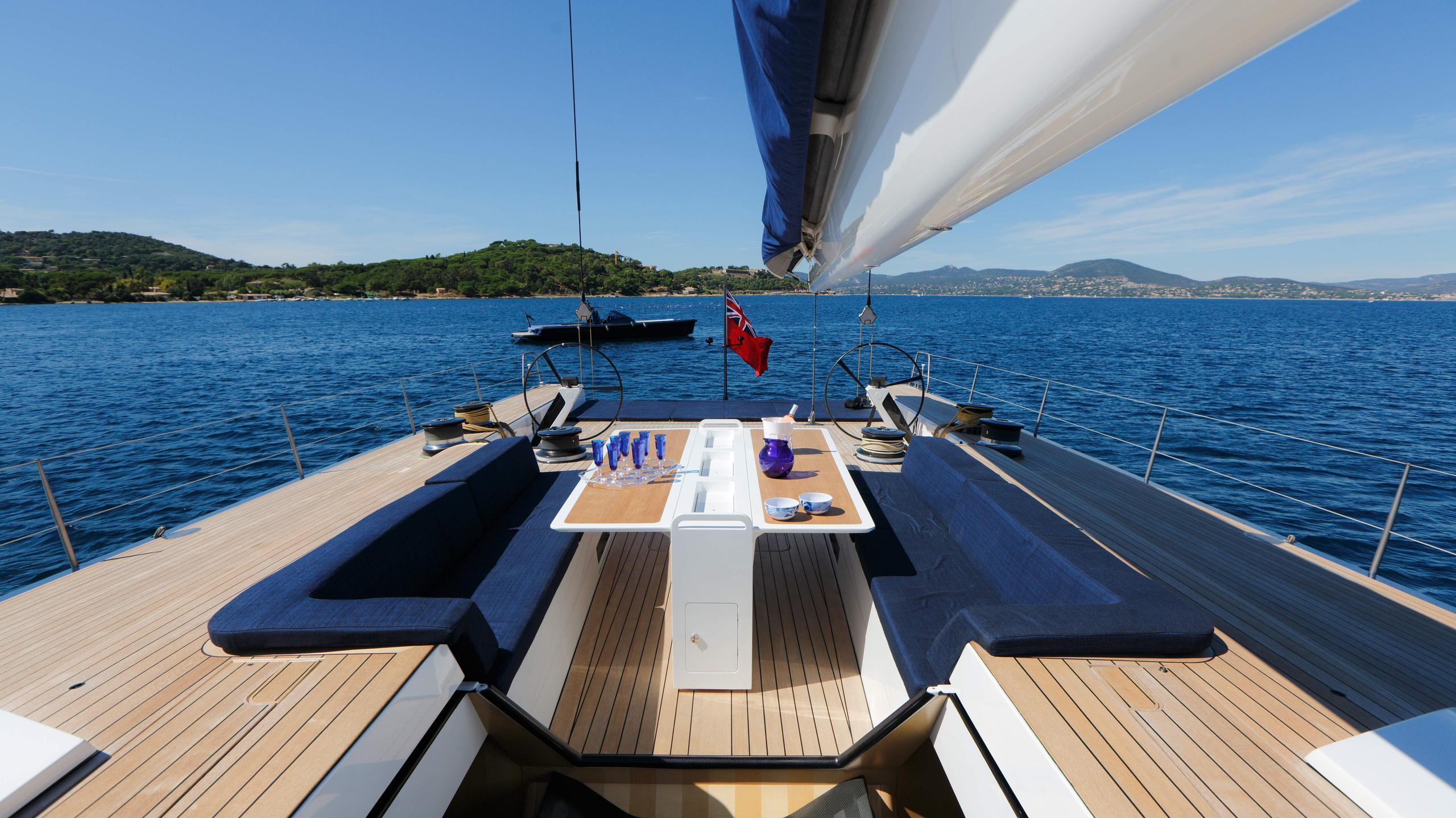 Magic-Carpet-iii-sailing-yacht-wally-21013-30m-deck