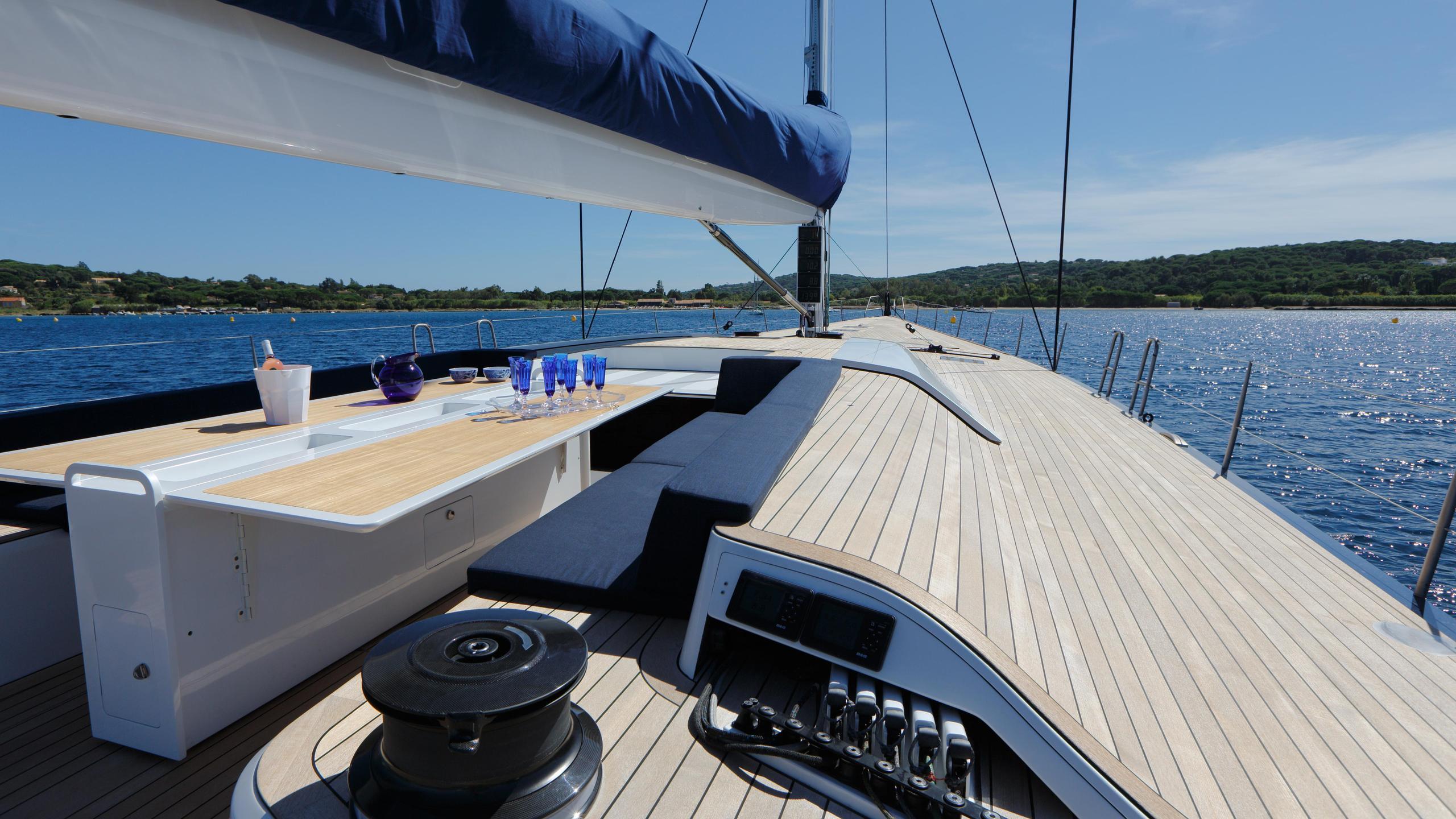 Magic-Carpet-iii-sailing-yacht-wally-21013-30m-deck-table