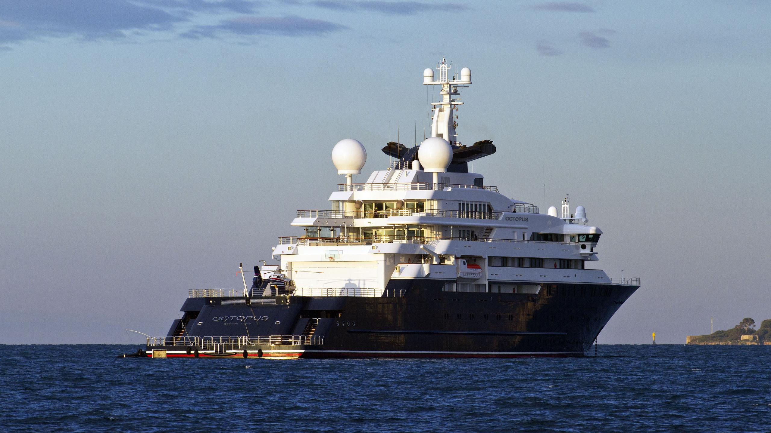 octopus-explorer-yacht-lurssen-2003-126m-stern