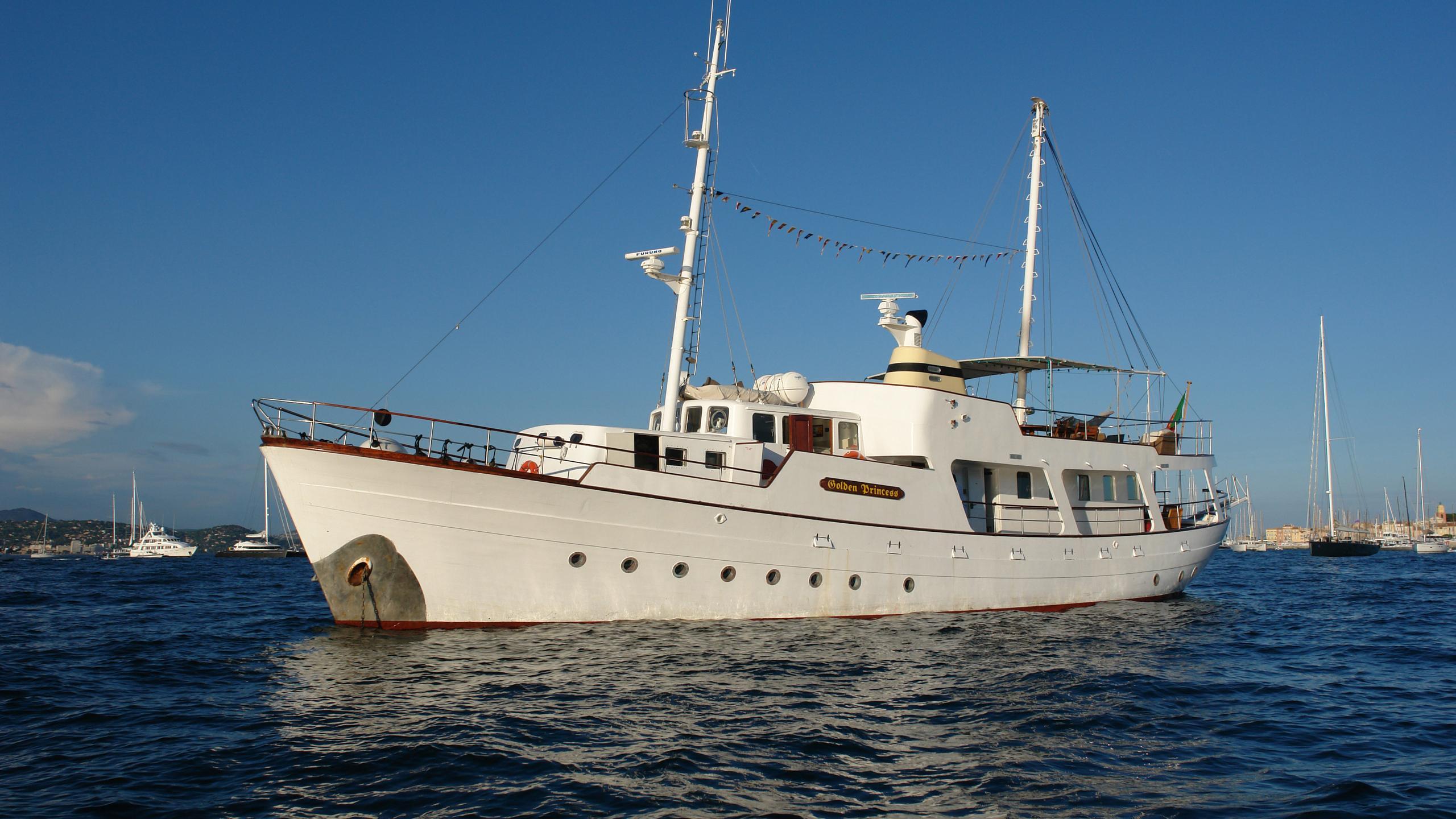 golden-princess-classic-motor-yacht-normandie-1966-26m-half-profile