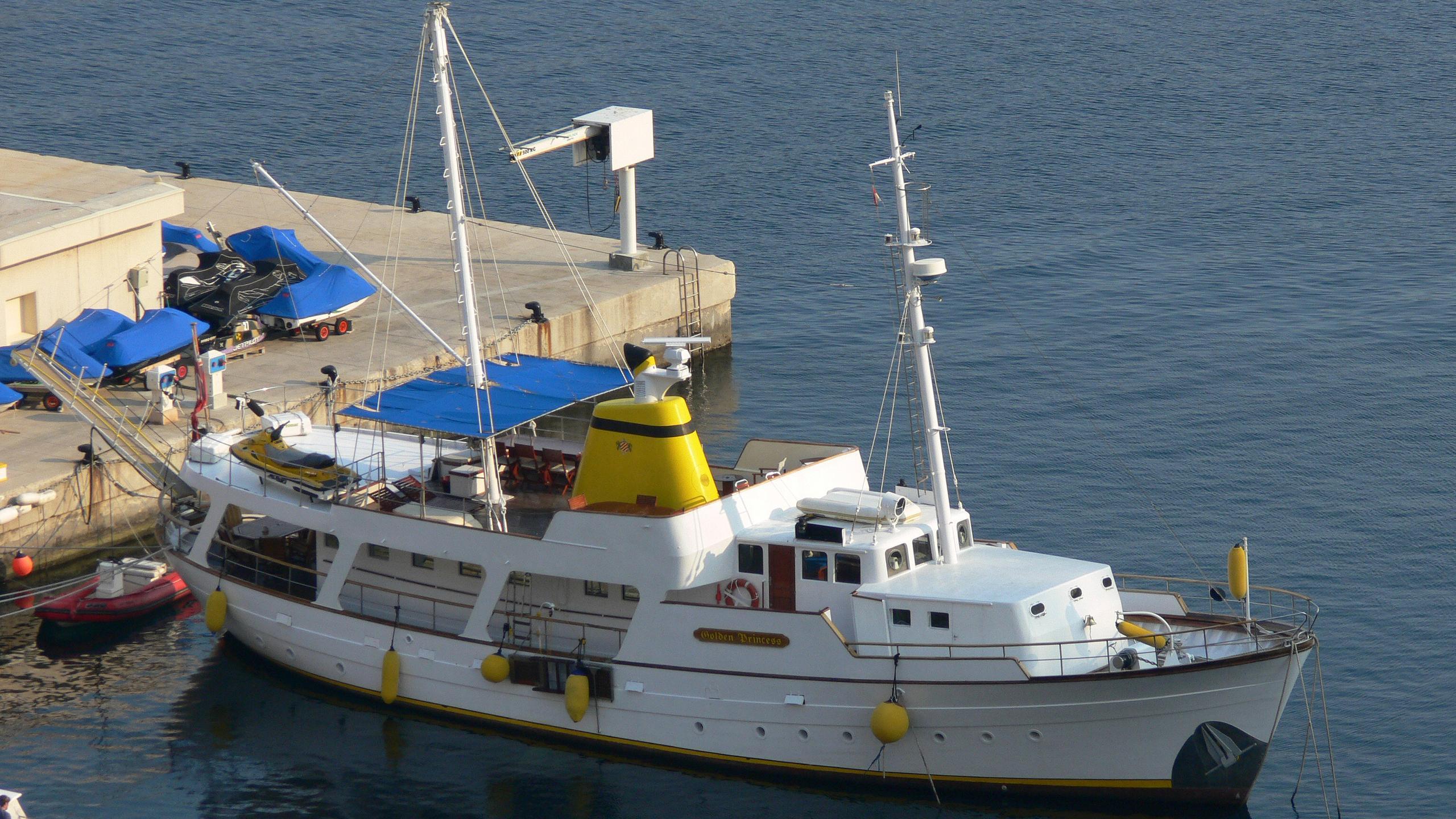 golden-princess-classic-motor-yacht-normandie-1966-26m-aerial