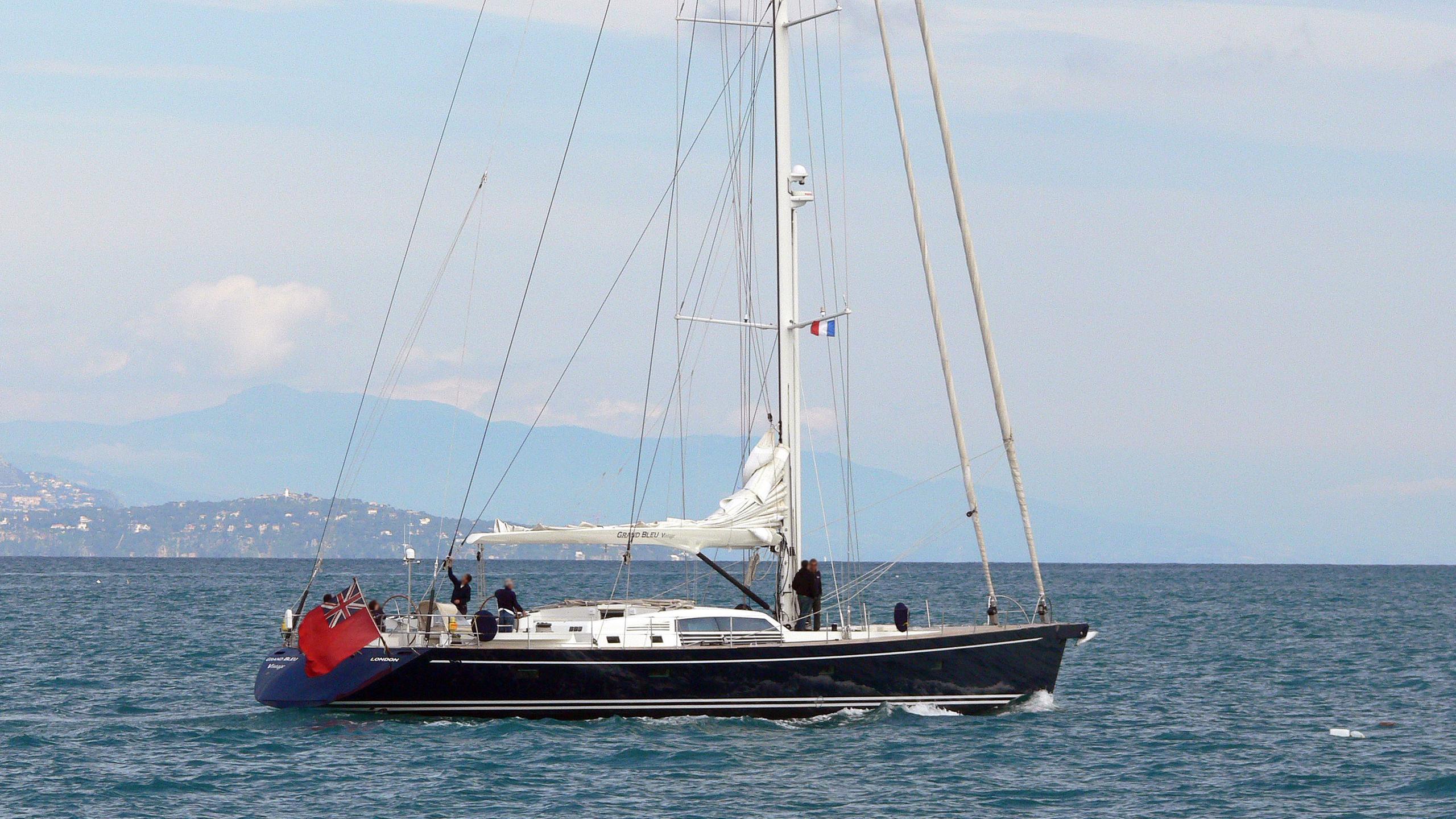 grand-bleu-sailing-yacht-vintage-cnb-2003-29m-running-half-profile