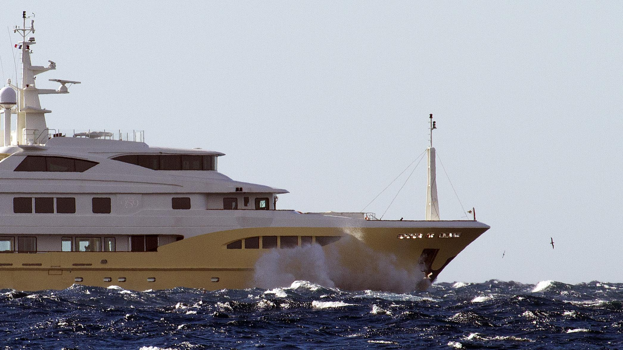 jade-959-bandido-170-explorer-yacht-2014-52m-running-bow-details