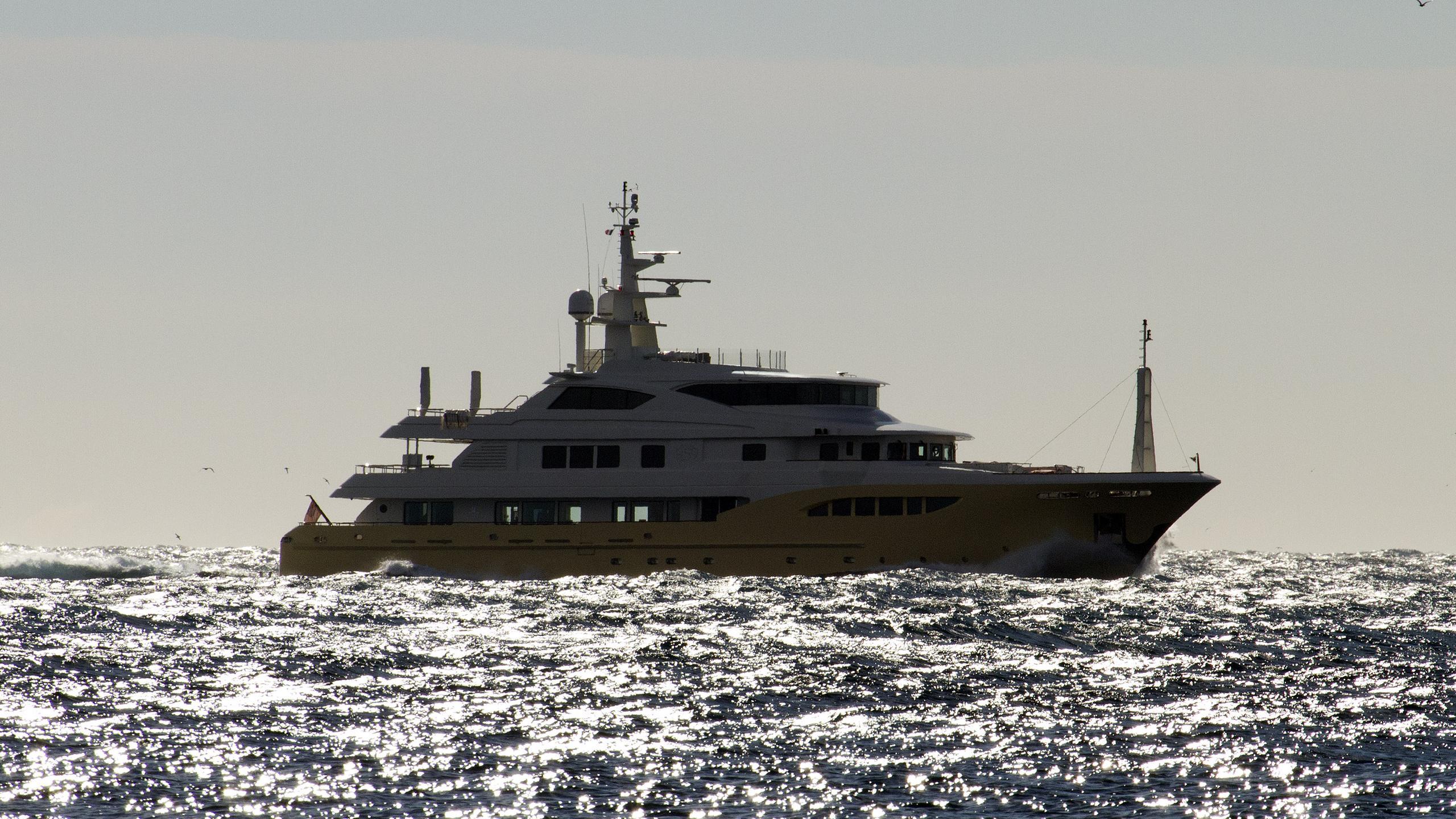 jade-959-bandido-170-explorer-yacht-2014-52m-running-half-profile