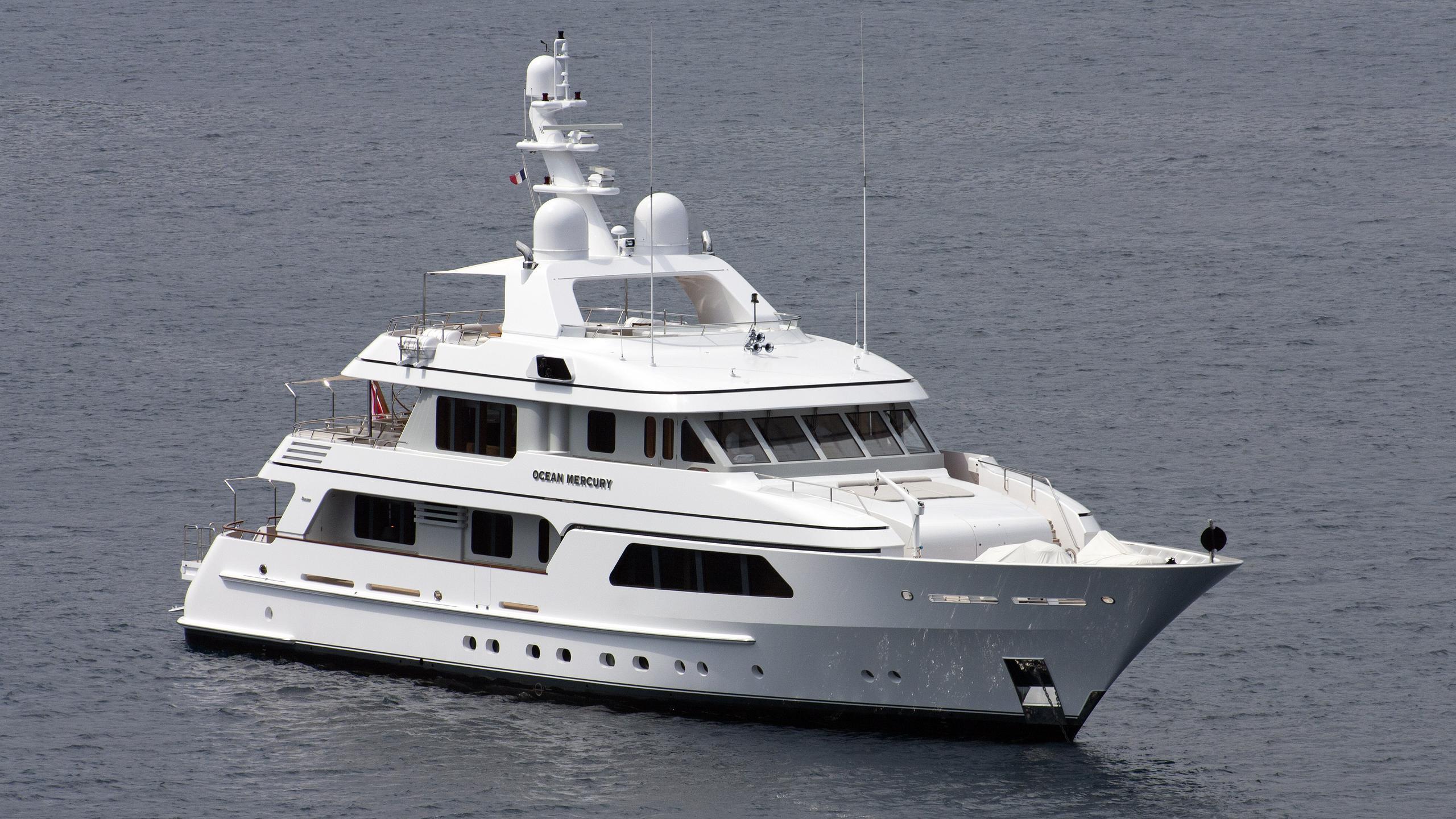 ocean-mercury-motor-yacht-feadship-SI-39-mki-2008-half-profile