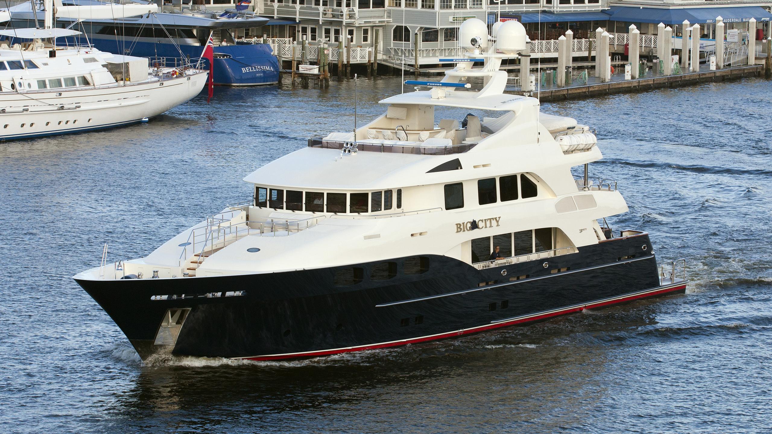 waku-motor-yacht-trinity-2009-43m-running-half-profile