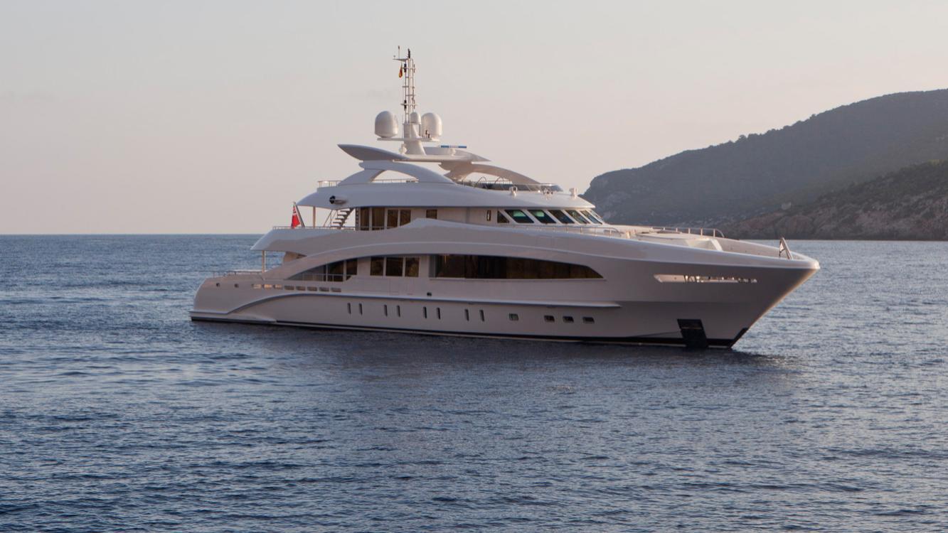 septimus-motor-yacht-heesen-2011-50m-half-profile-moored
