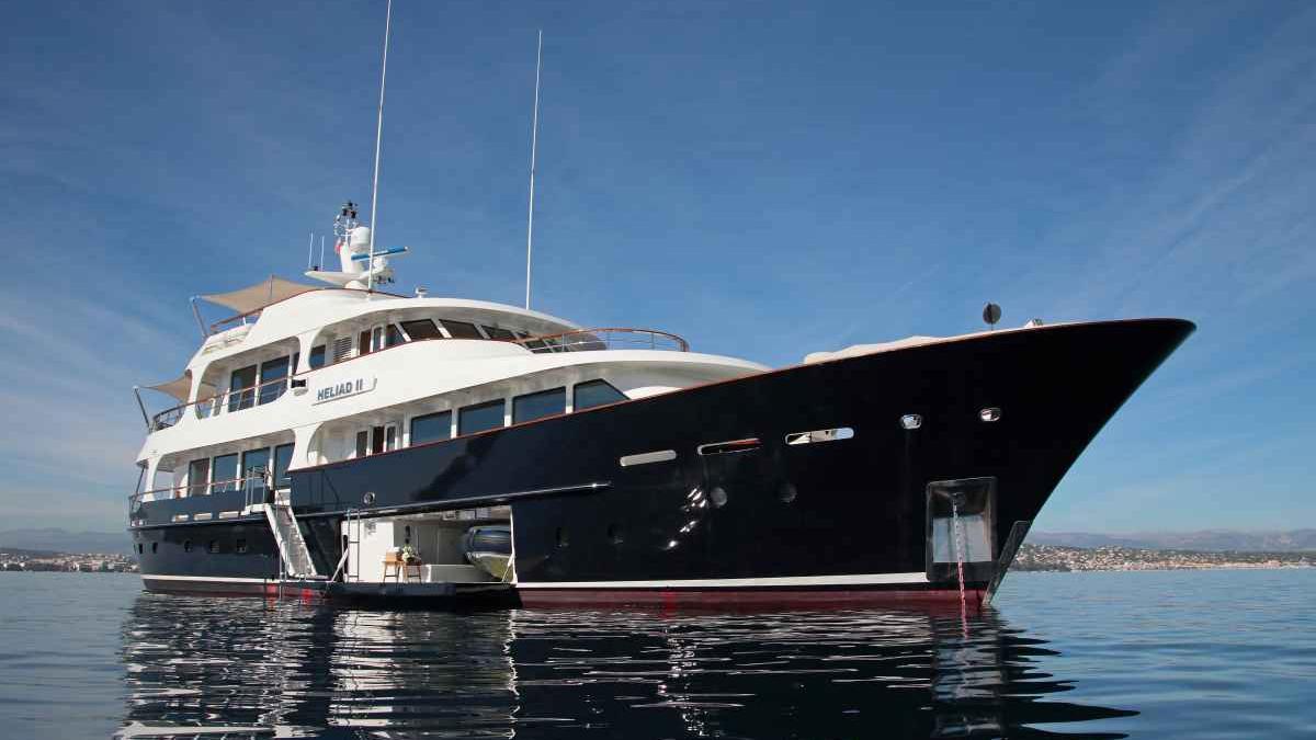 robbie-bobby-heliad-ii-motor-yacht-lynx-2013-33m-swimming-platform