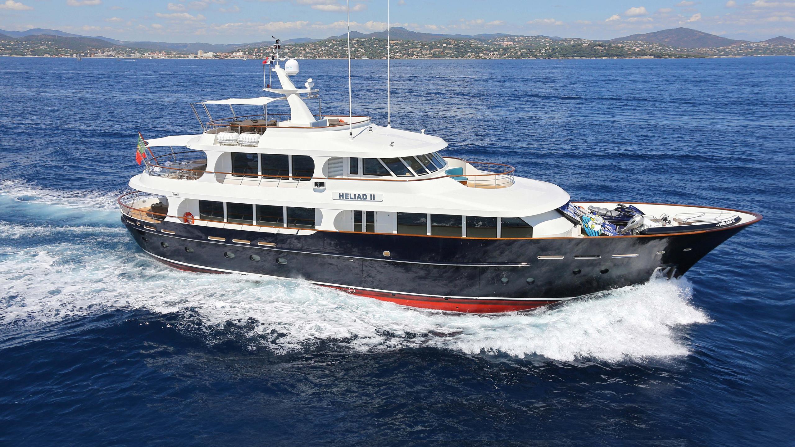 robbie-bobby-heliad-ii-motor-yacht-lynx-2013-33m-cruising