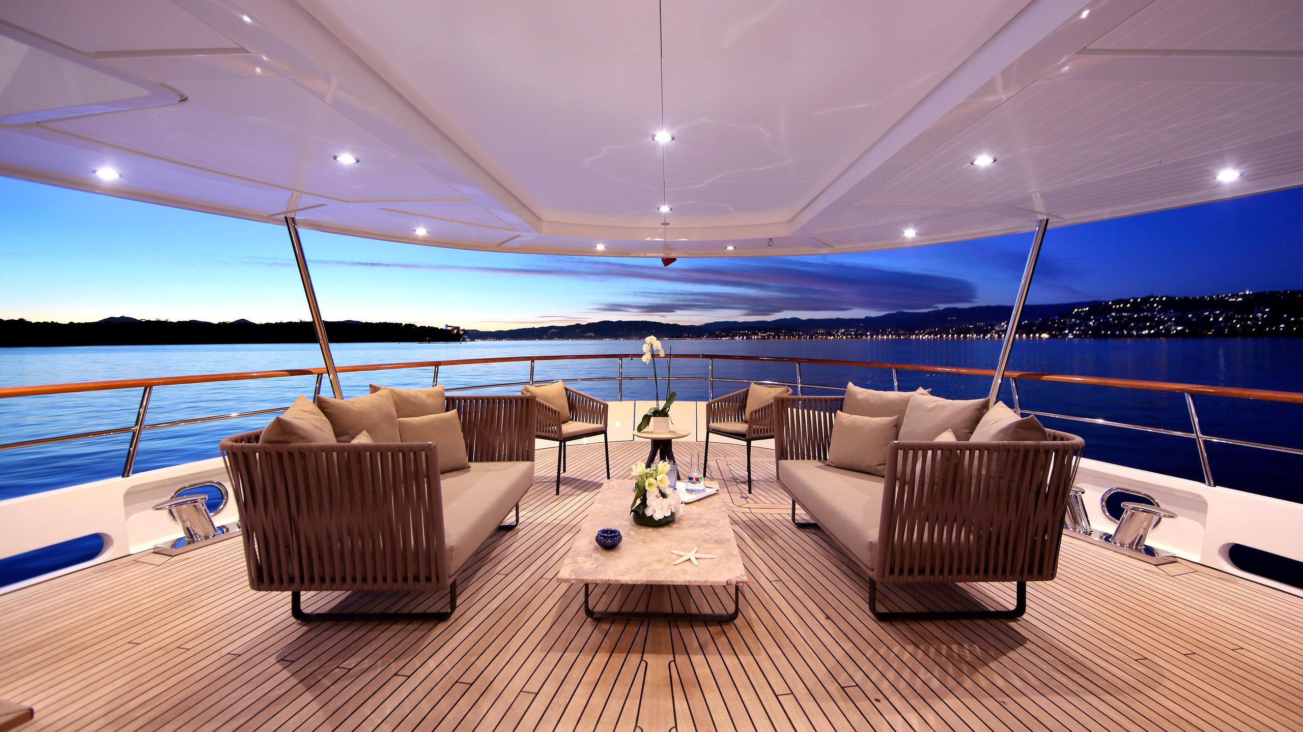 robbie-bobby-heliad-ii-motor-yacht-lynx-2013-33m-covered-deck