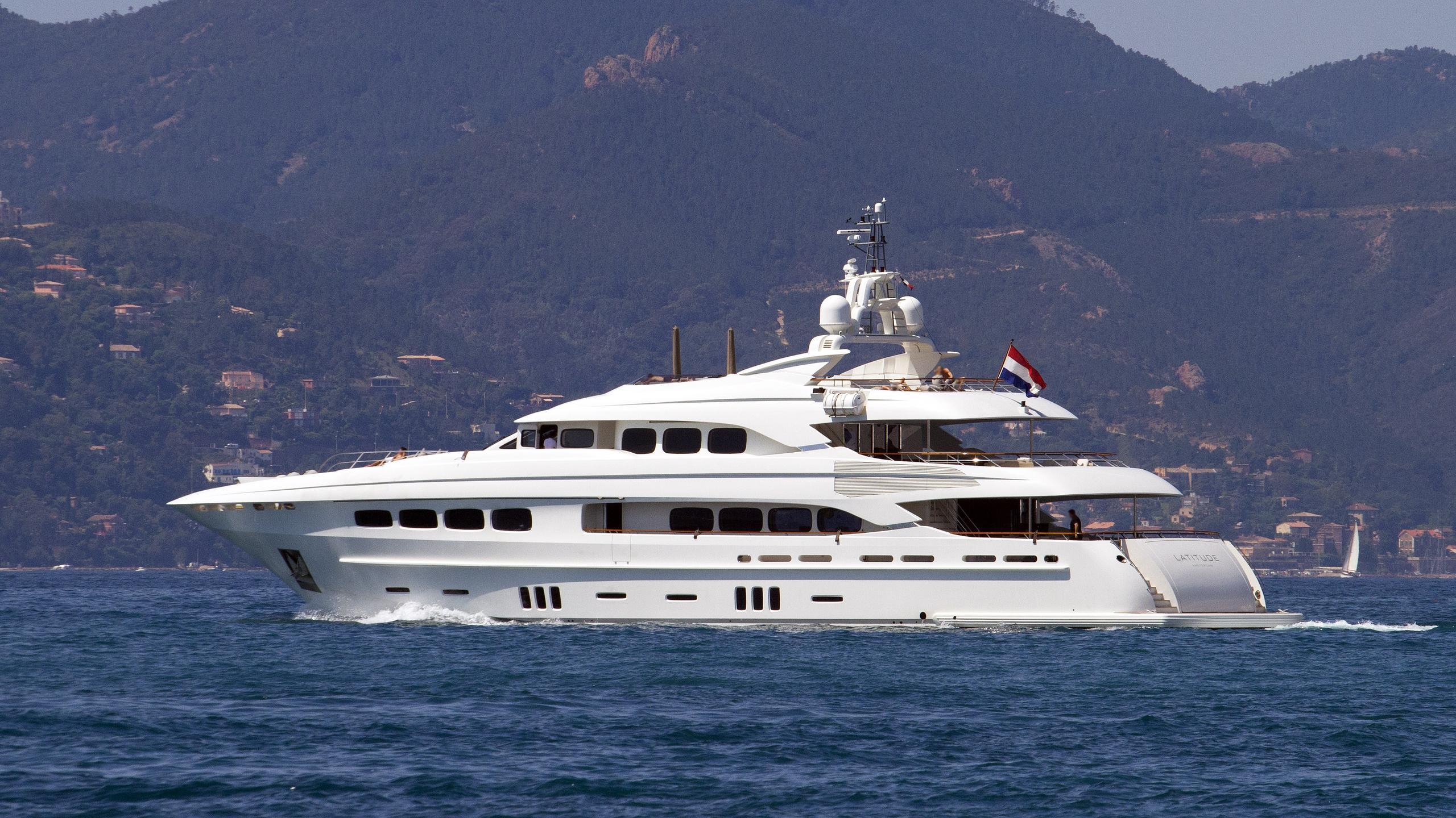 latitude-motor-yacht-dutch-yacht-buliders-2010-43m-cruising-half-profile