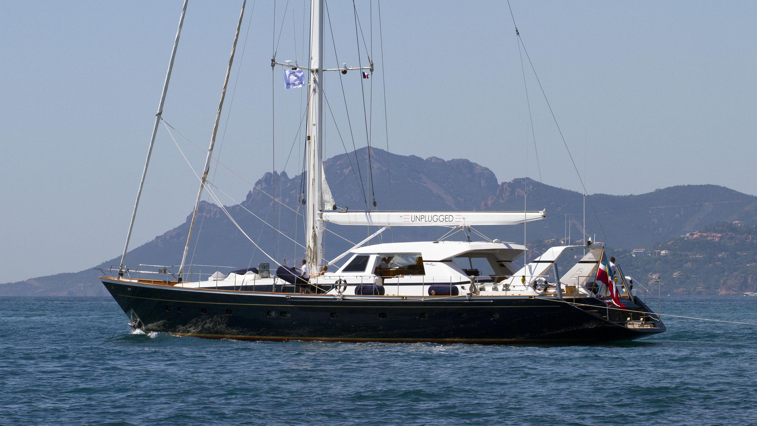 unplugged-sailing-yacht-valdettaro-112-1992-34m-unning-half-profile