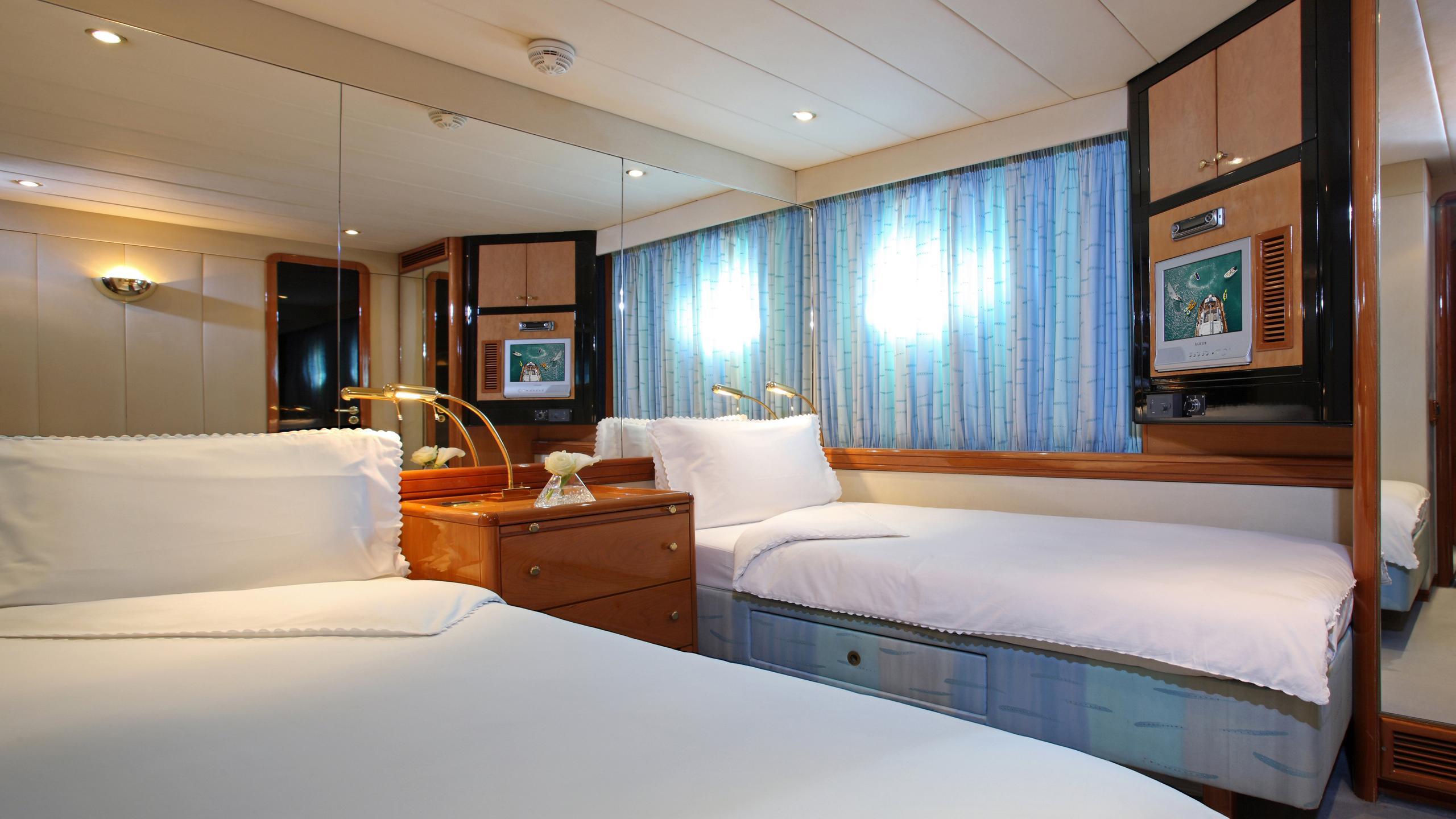 unplugged-sailing-yacht-valdettaro-112-1992-34m-twin-cabin