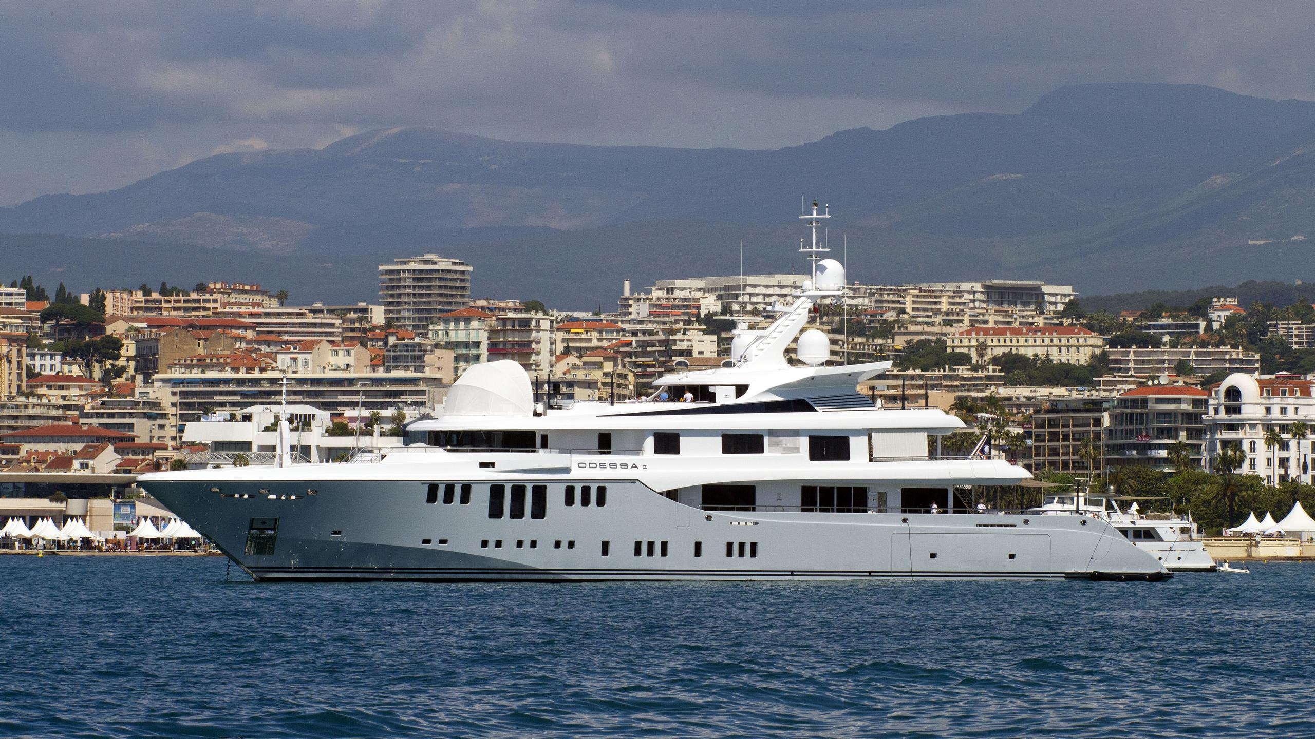 odessa-ii-motor-yacht-nobiskrug-2013-73m-profile-off-croisette