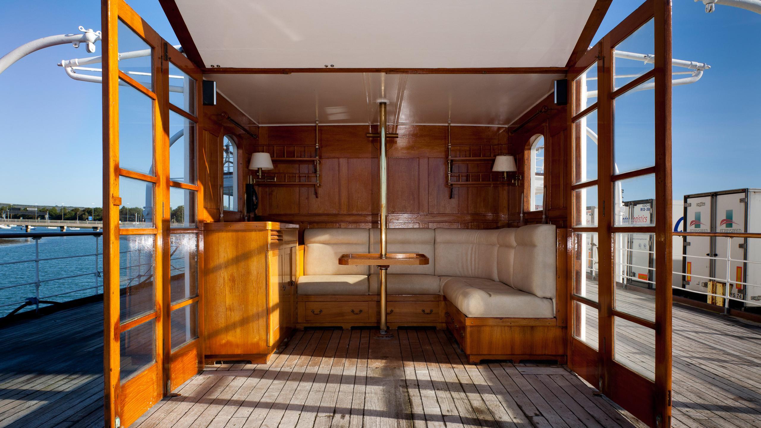 Shemara-classic-motor-yacht-1938-64m-sky-lounge