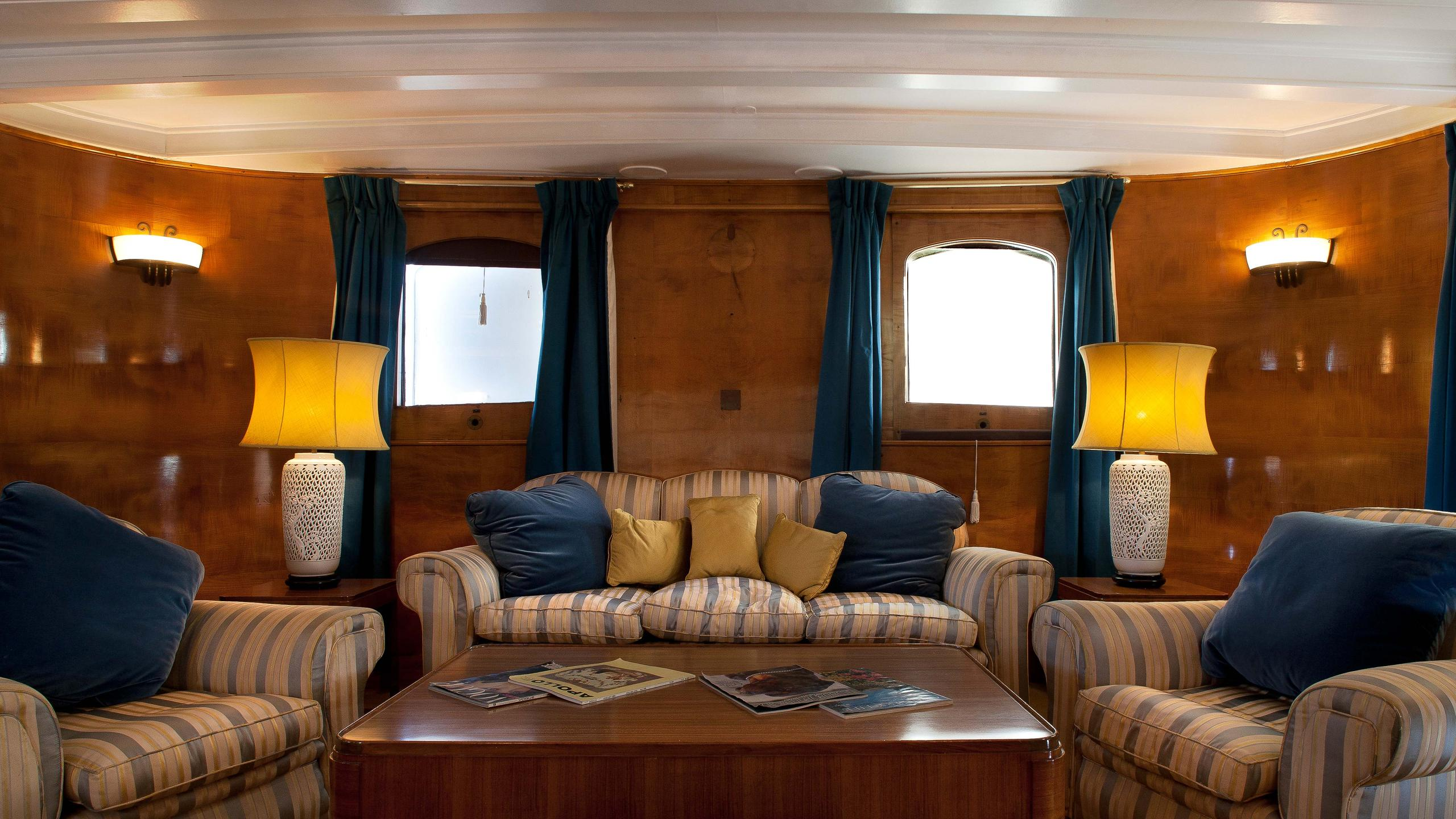 Shemara-classic-motor-yacht-1938-64m-sofa-armchairs-saloon