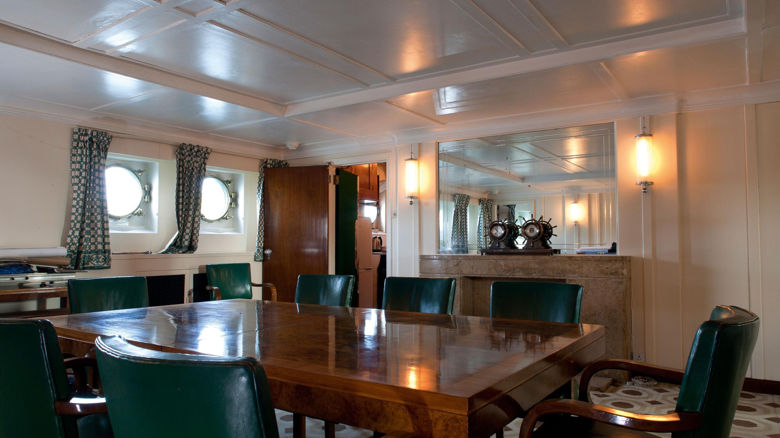 Shemara-classic-motor-yacht-1938-64m-dining-room
