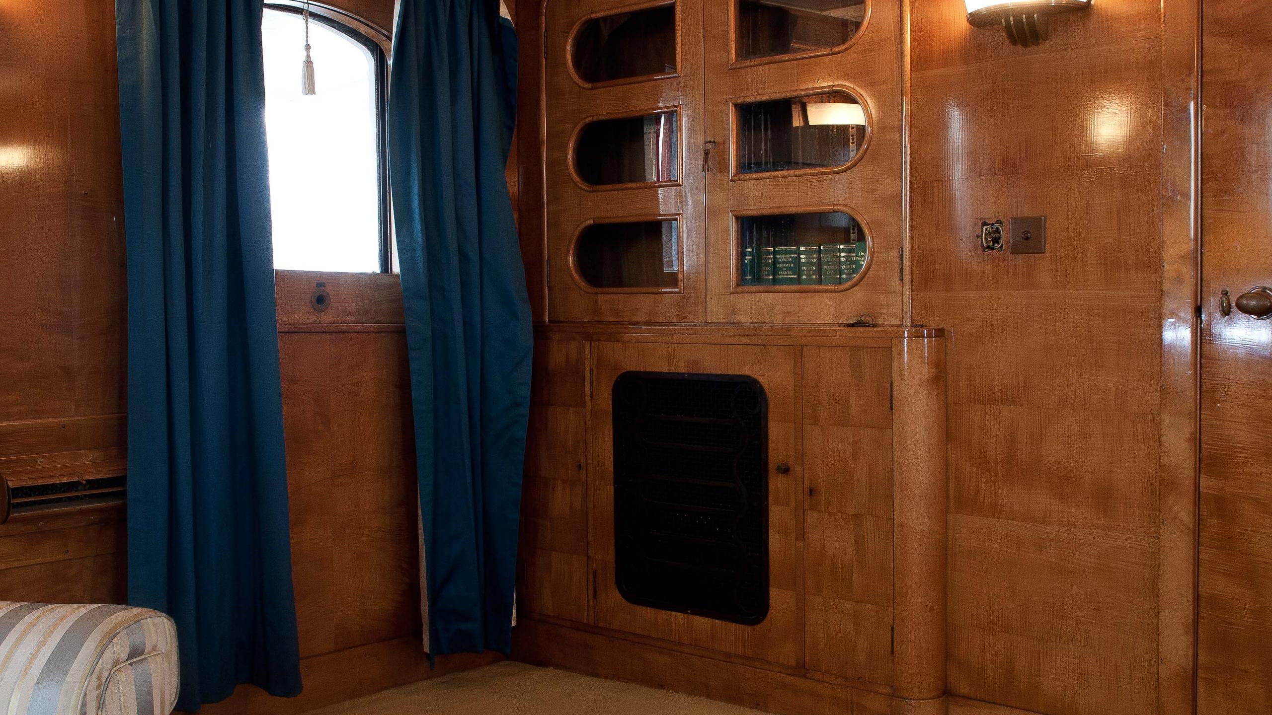 Shemara-classic-motor-yacht-1938-64m-cabinet