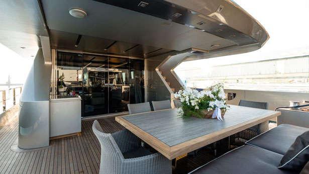 shadow zahraa tecnomar italian sea group 2013 30m aft deck