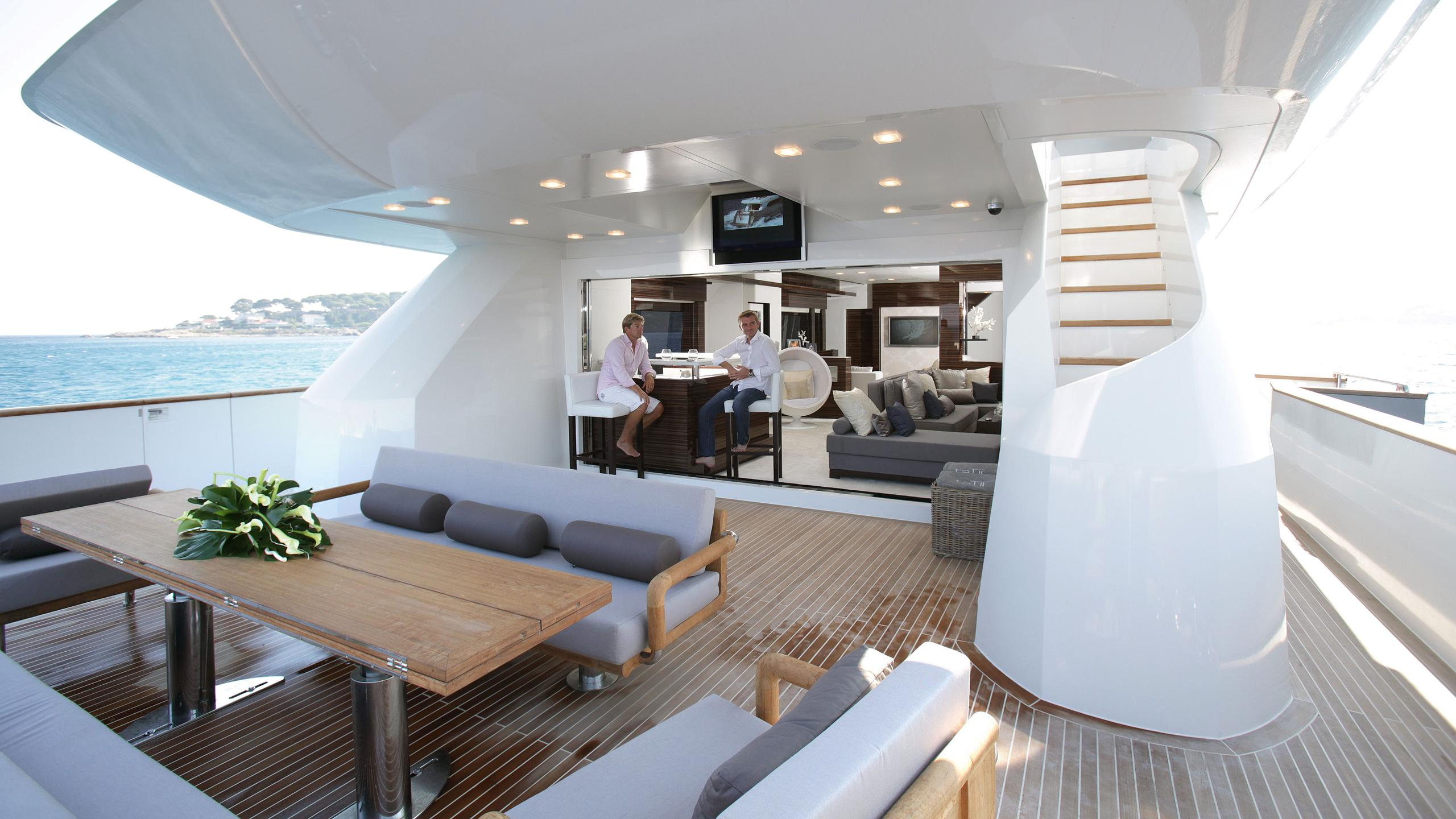 tatii-motor-yacht-tamsen-2009-40m-covered-deck
