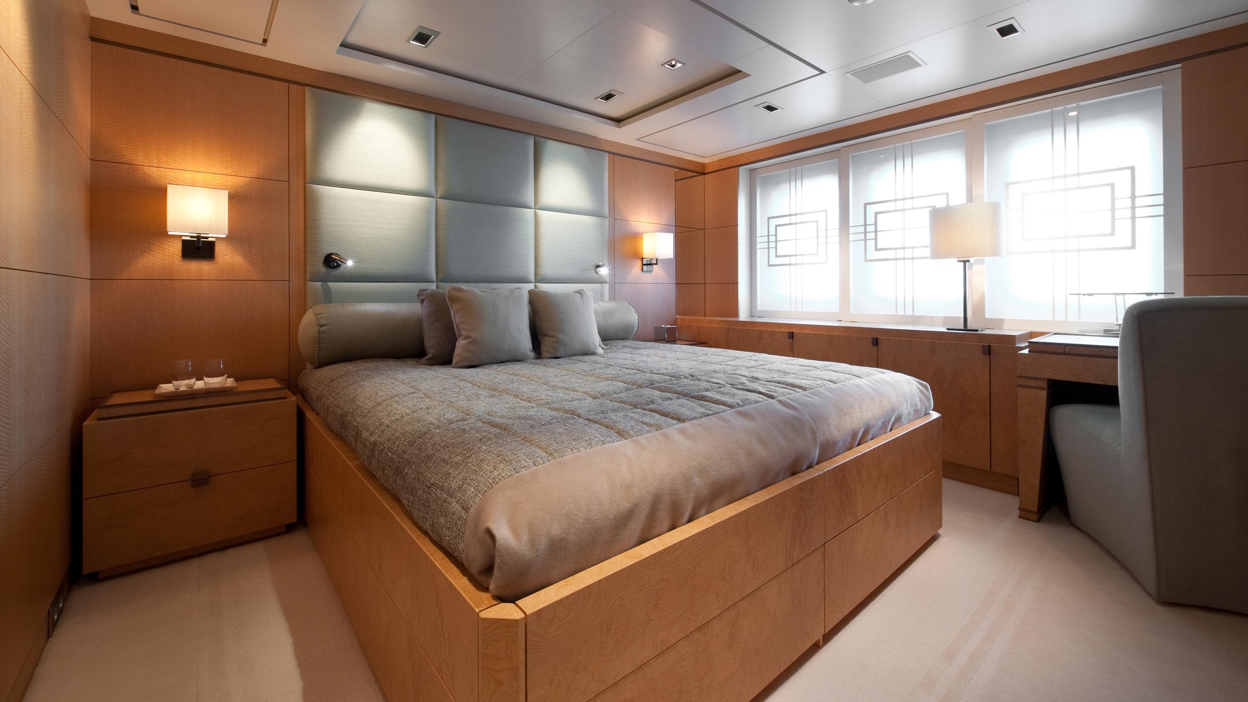 triple-seven-motor-yacht-nobiskrug-2006-68m-cabin