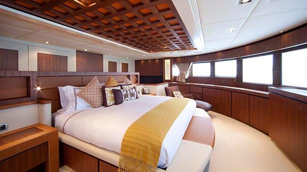 TSUMAT-motor-yacht-trinity-164-2012-50m-stateroom