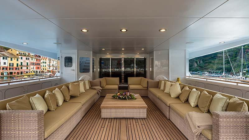 THE-WELLESLEY-yacht-for-charter