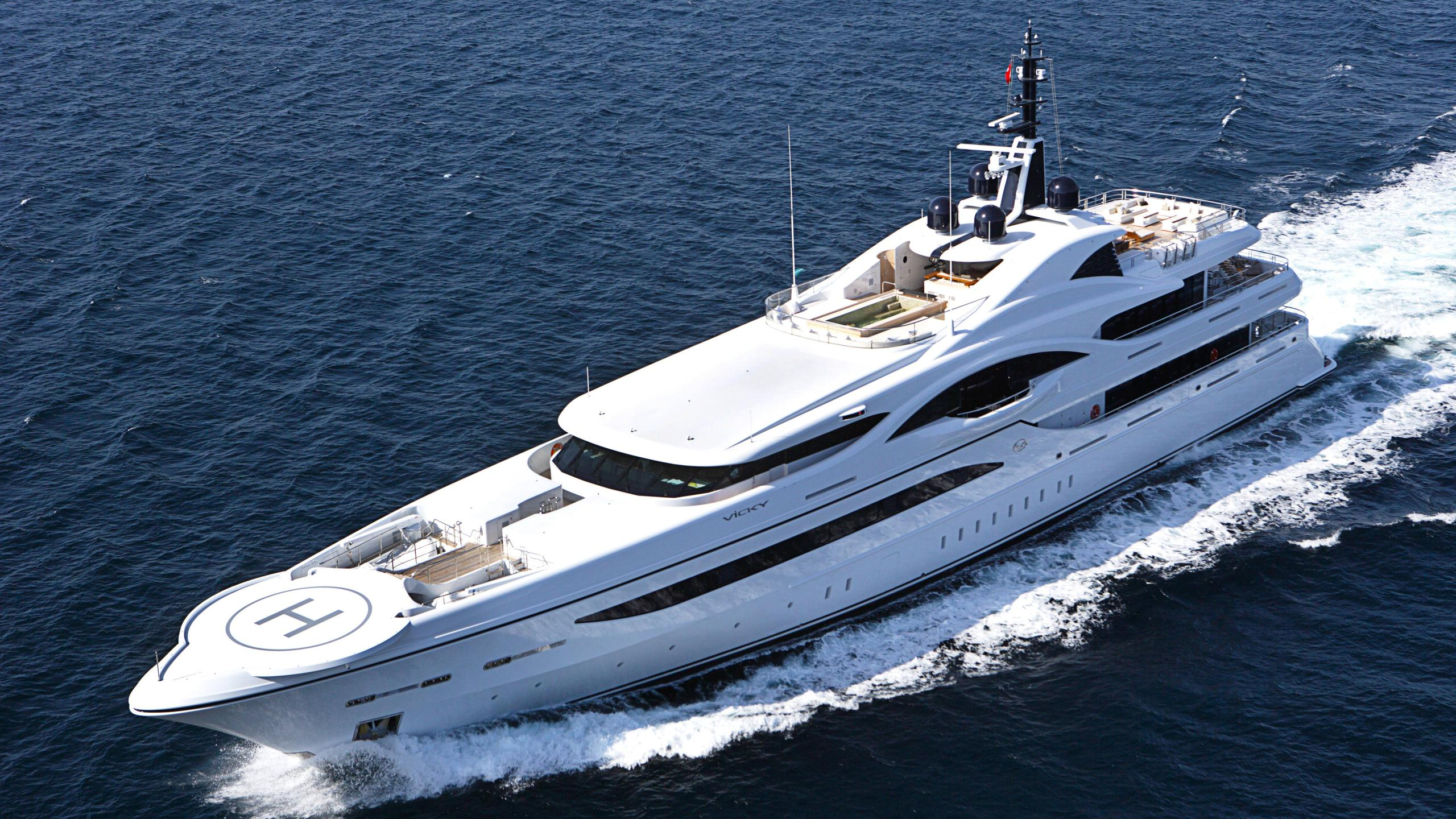 Vicky-motor-yacht-turquoise-2012-73m-aerial