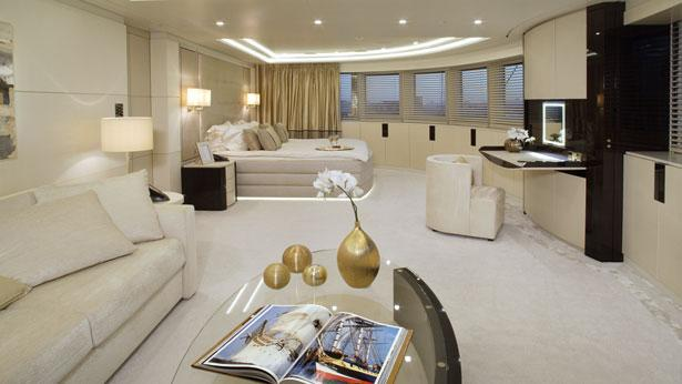 roma-motor-yacht-viareggio-2010-62m-owners-suite