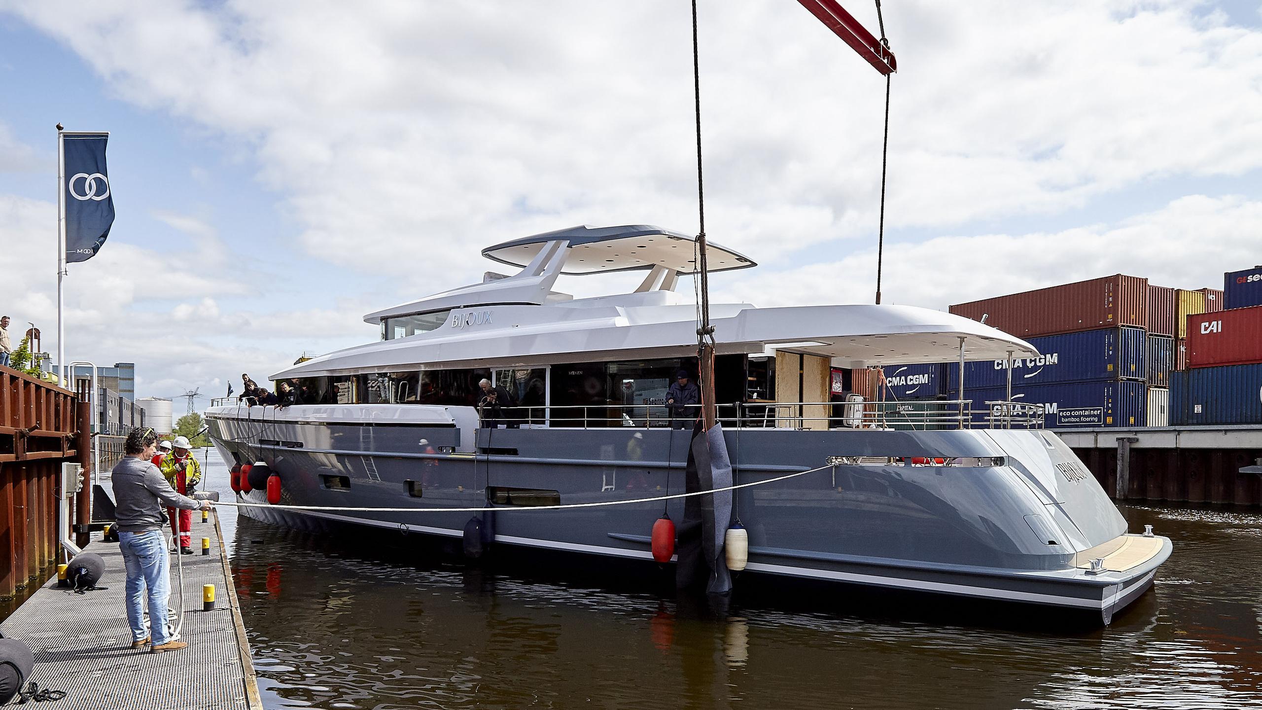 bijoux-motor-yacht-moonen-matica-2016-30m-half-profile-launch-ceremony
