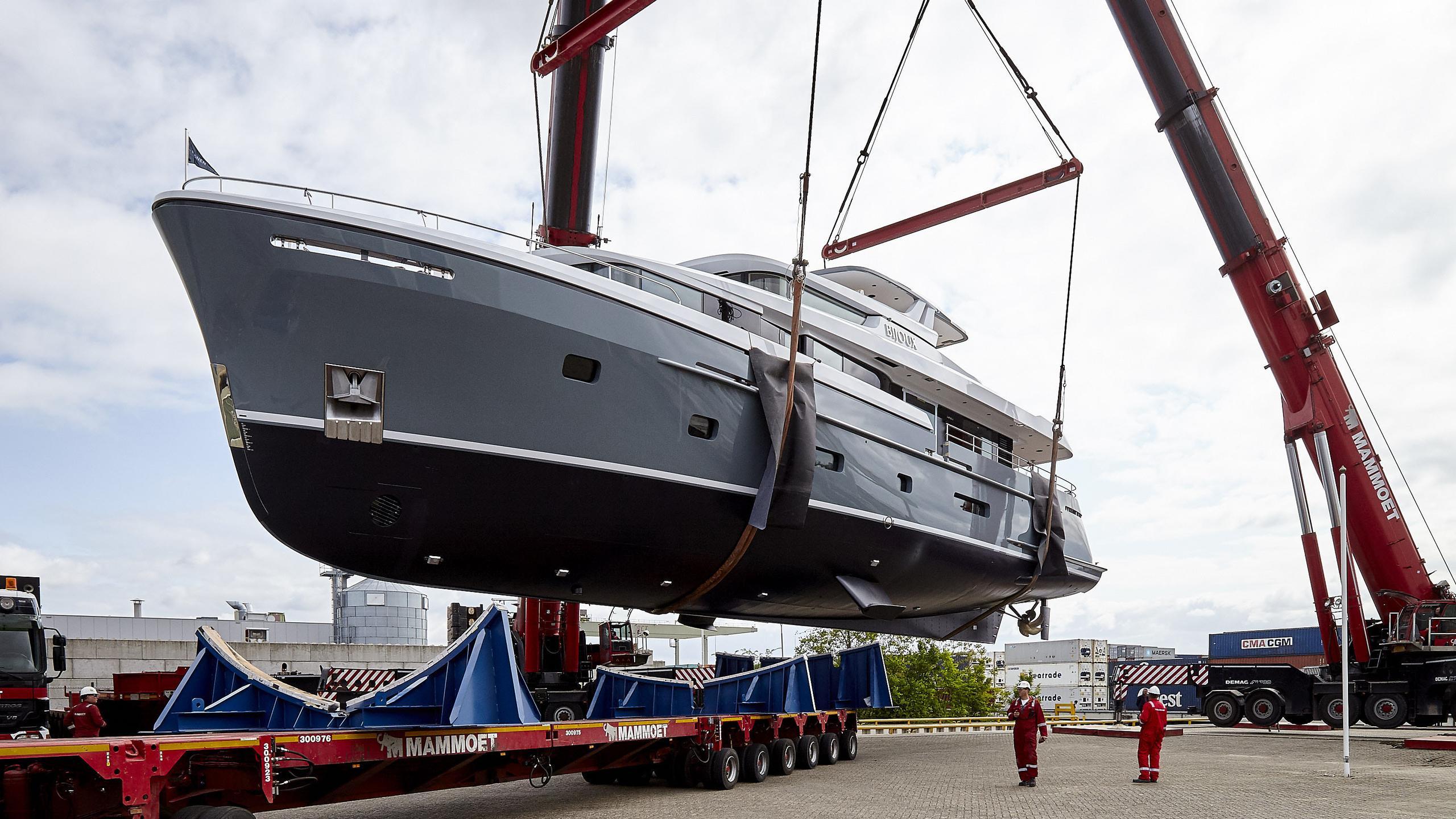 bijoux-motor-yacht-moonen-matica-2016-30m-half-profile-launch