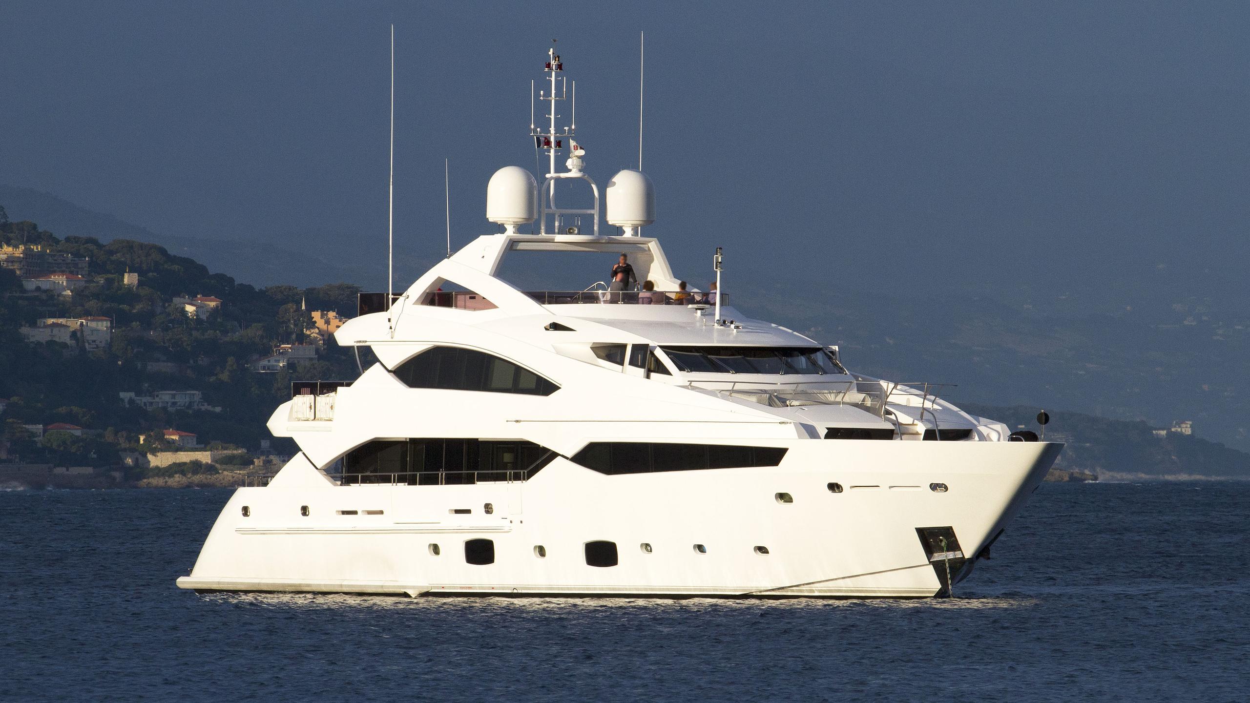 thumper-motor-yacht-sunseeker-40M-2014-40m-half-profile