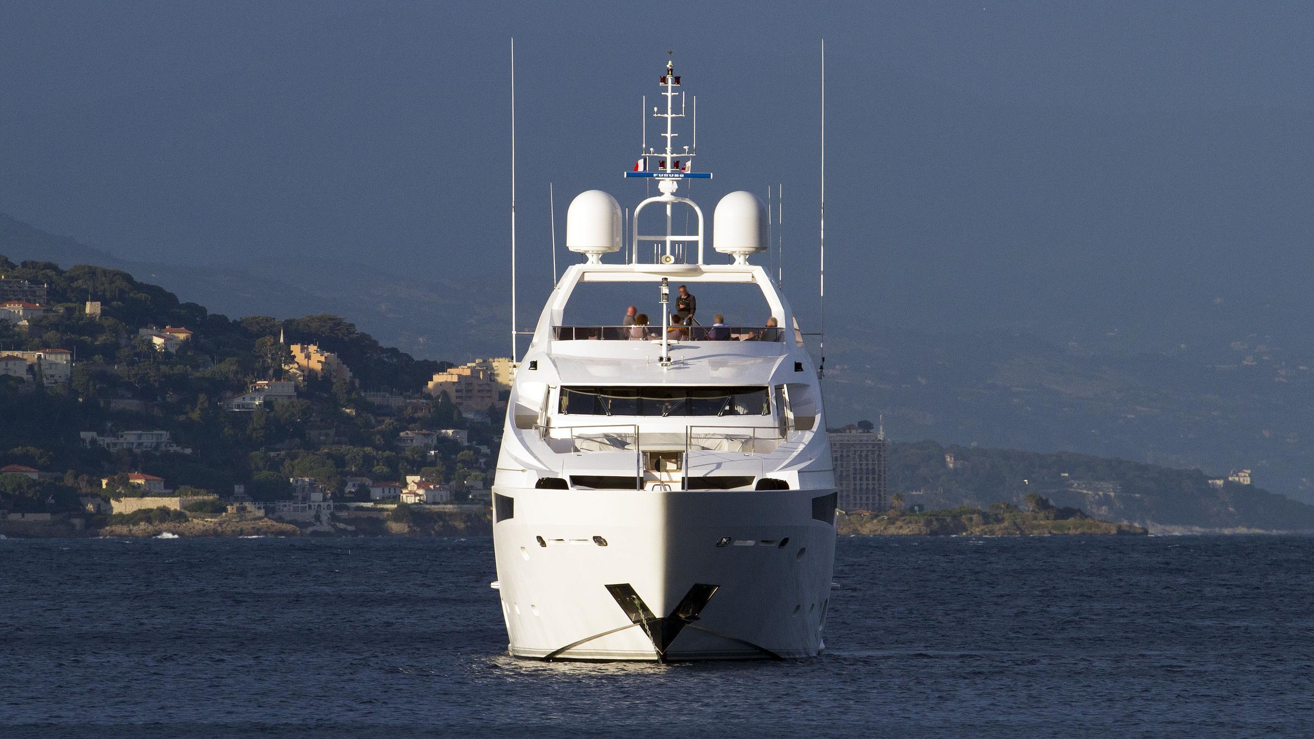 thumper-motor-yacht-sunseeker-40M-2014-40m-bow
