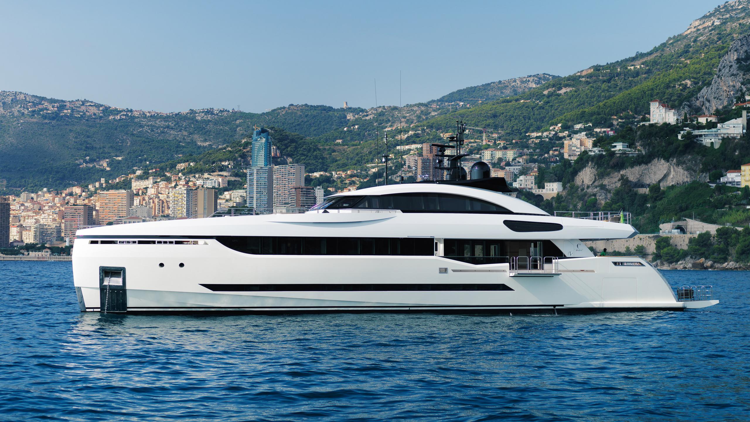 k-divine-motor-yacht-palumbo-40s-2015-40m-profile