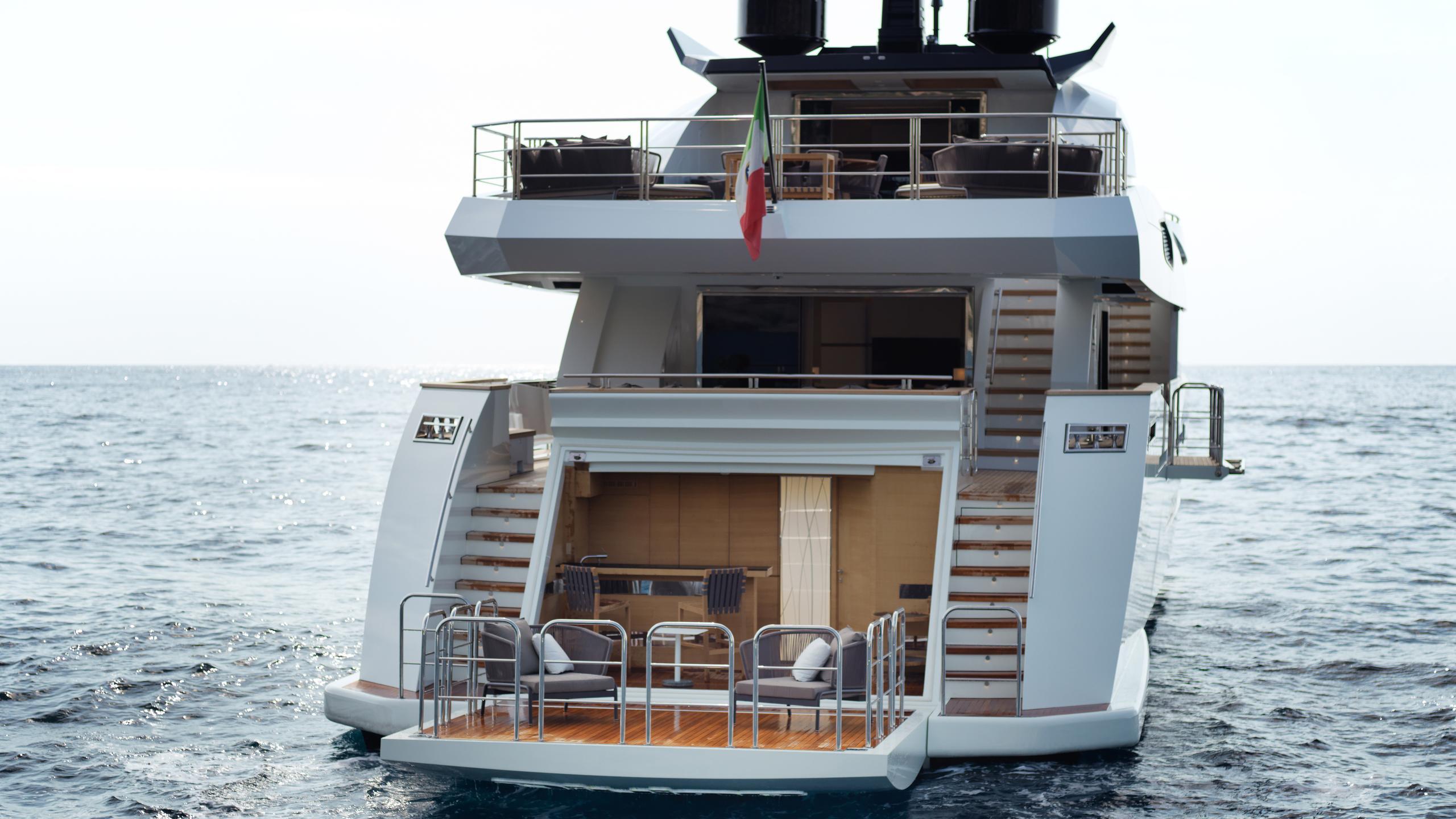 k-divine-motor-yacht-palumbo-40s-2015-40m-stern-beach-club