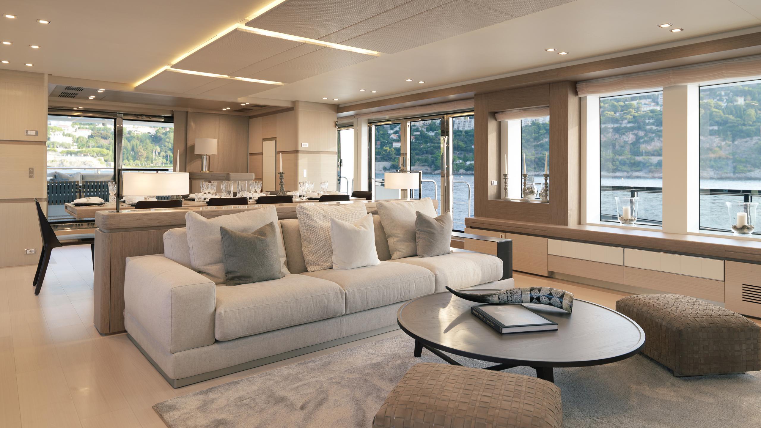 k-divine-motor-yacht-palumbo-40s-2015-40m-saloon