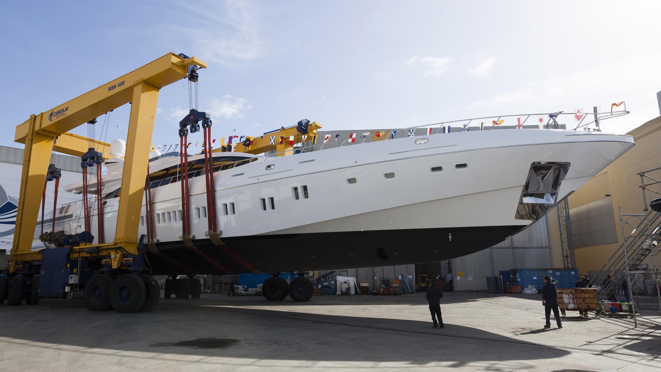incognito-motoryacht-overmarine-mangusta-165-2016-50m-half-profile-launch