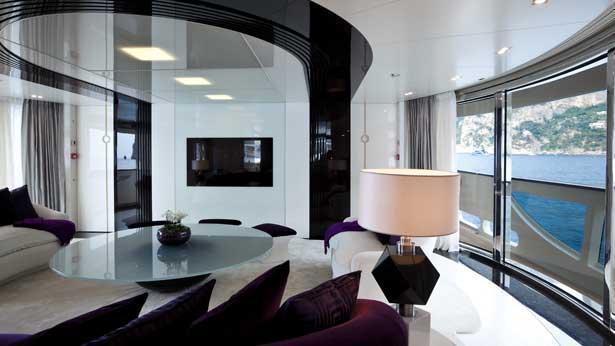 quite-essential-motor-yacht-heesen-2011-55m-saloon