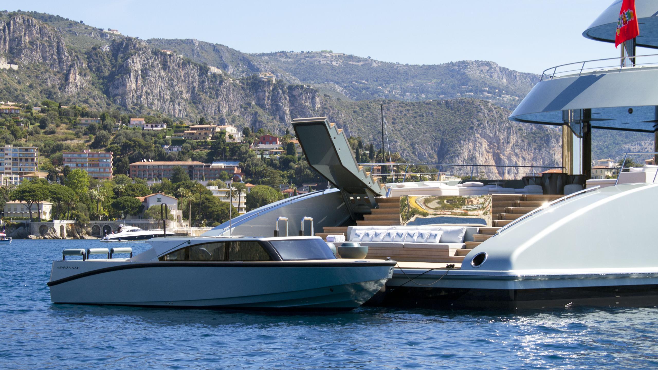 Savannah-motor-yacht-feadship-2015-83m-stern-and-tender
