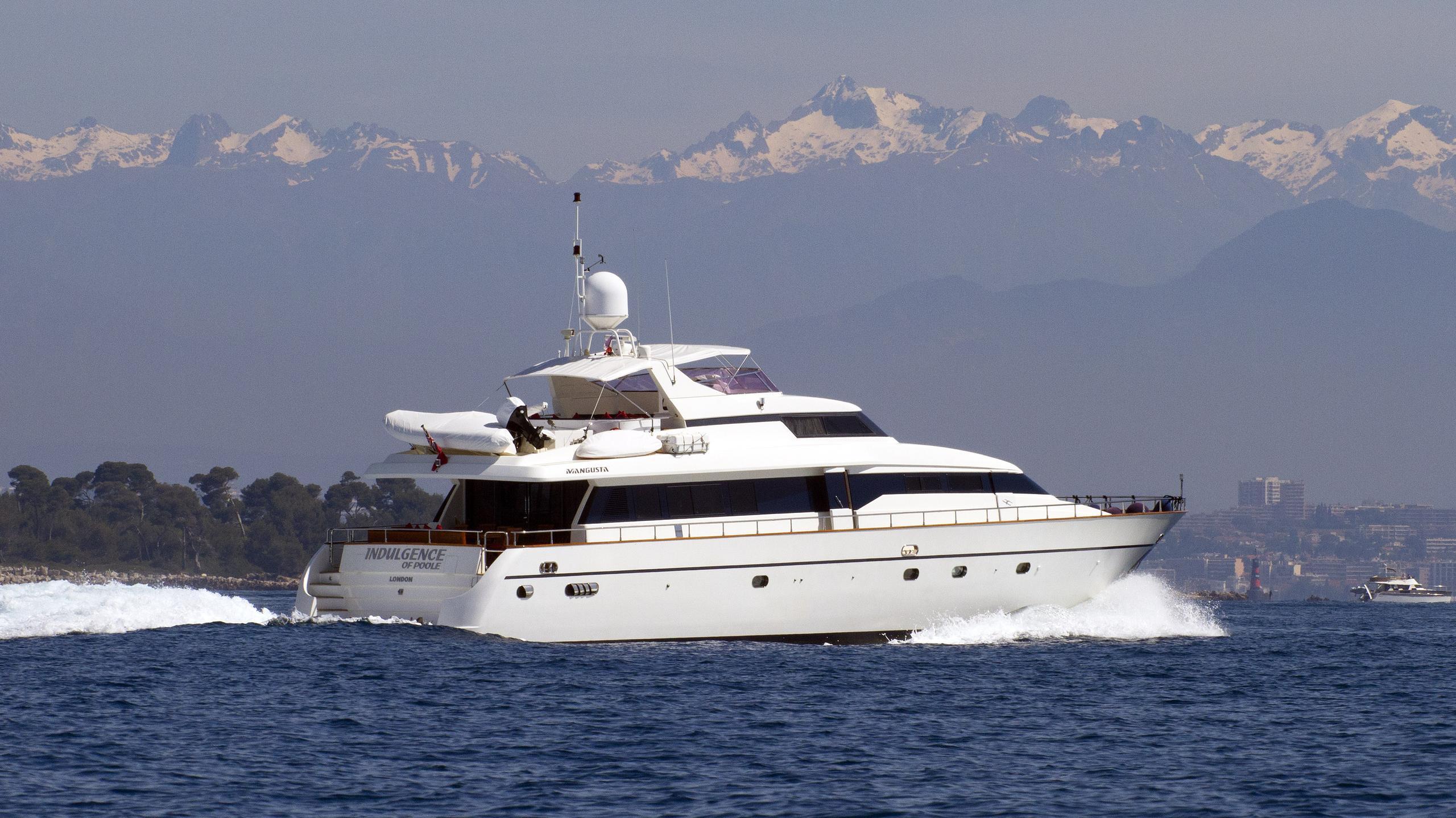 indulgence-of-poole-motor-yacht-versilmarina-1998-26m-running-stern