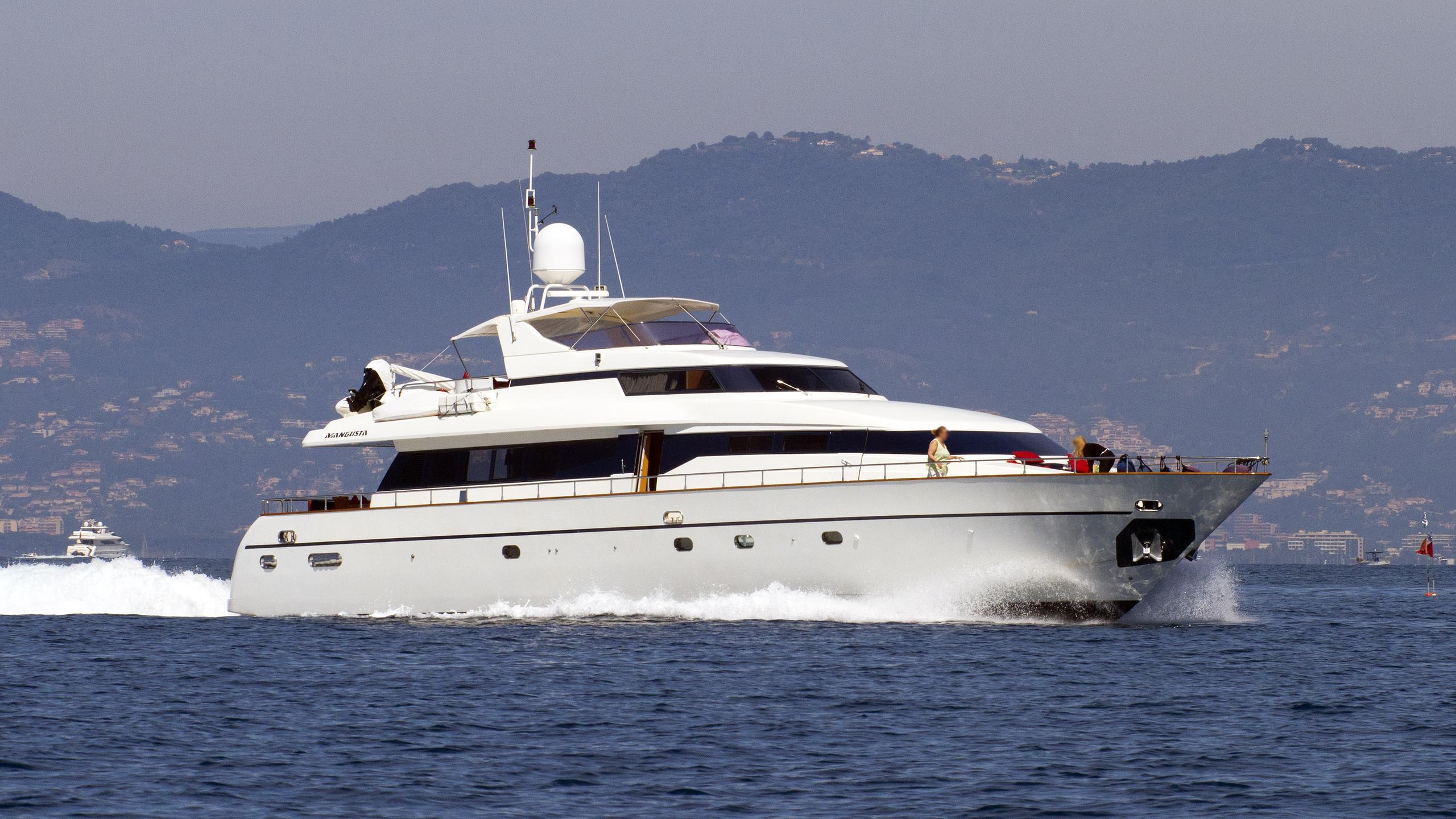 indulgence-of-poole-motor-yacht-versilmarina-1998-26m-running-half-profile
